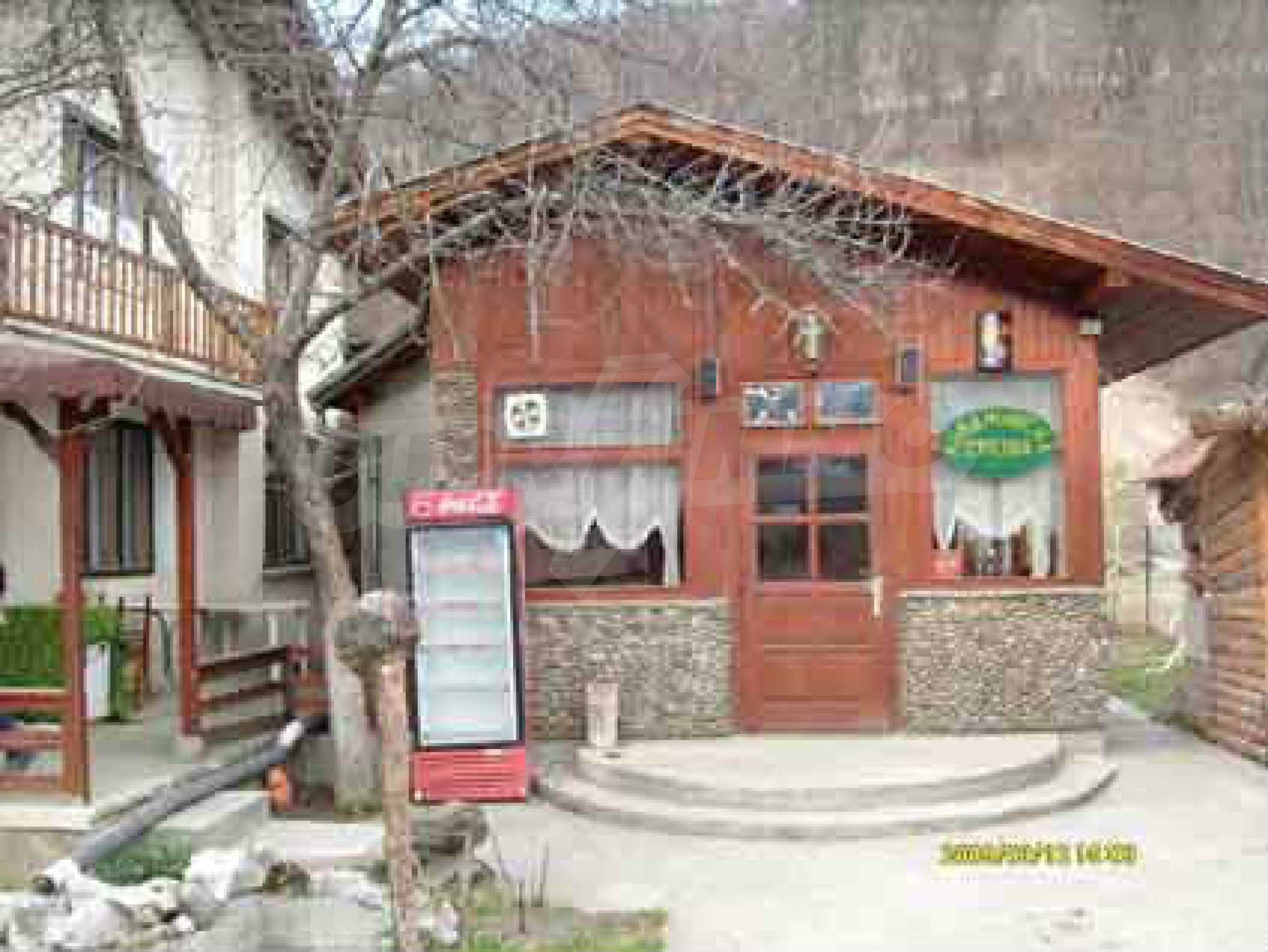 Небольшой ресторан с прекрасным садом в селе Рибарица