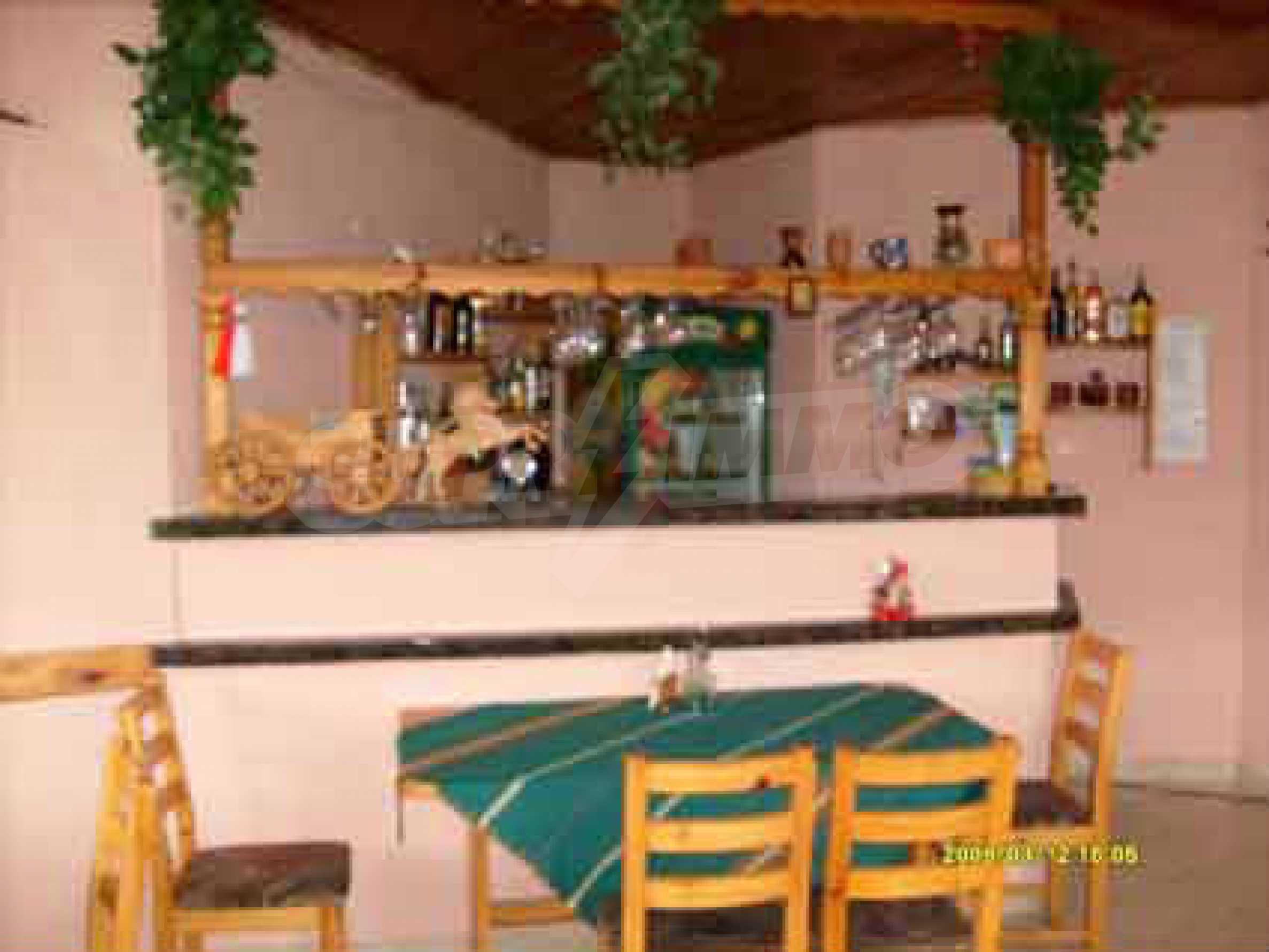 Небольшой ресторан с прекрасным садом в селе Рибарица 4