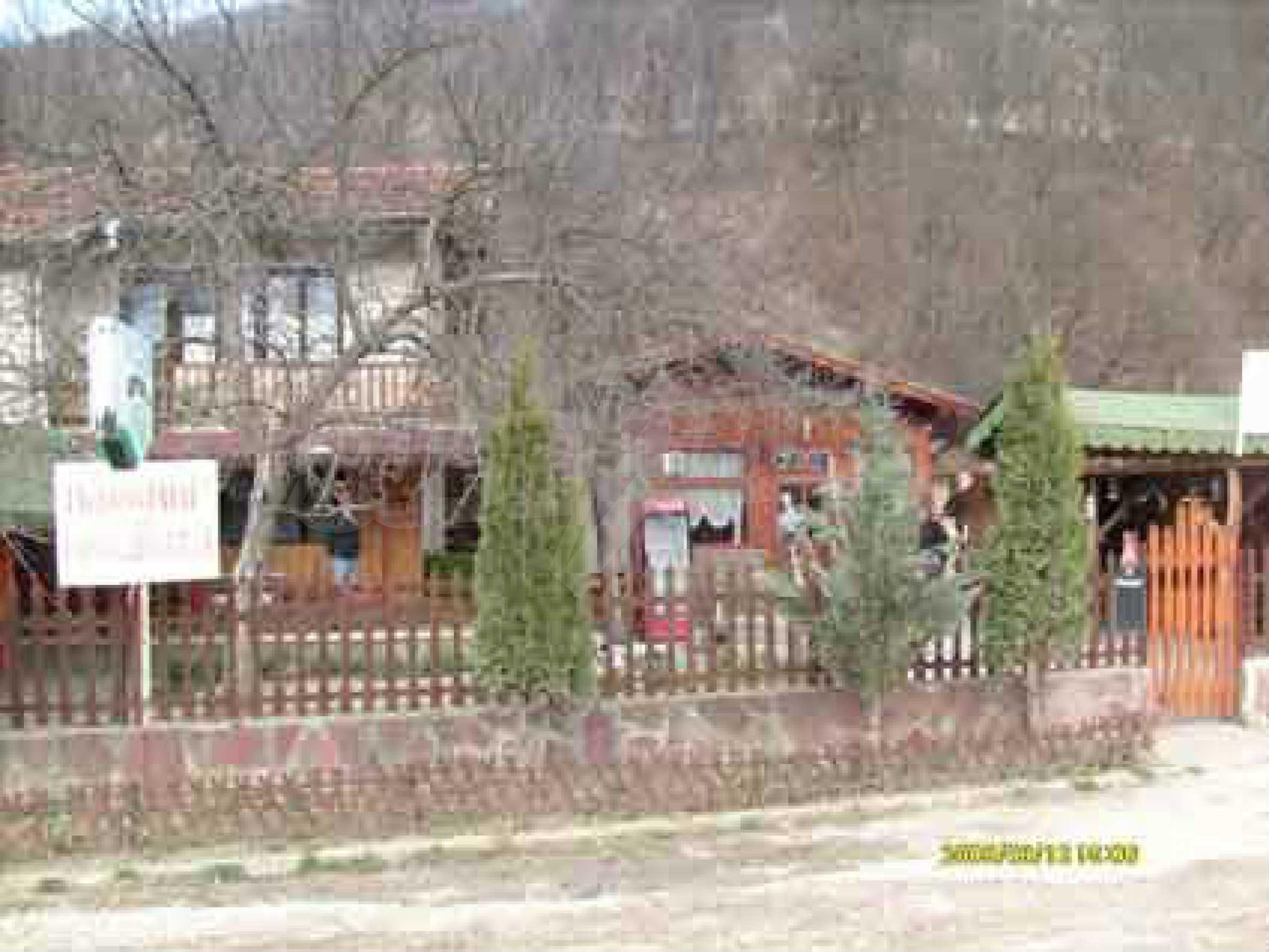 Небольшой ресторан с прекрасным садом в селе Рибарица 5