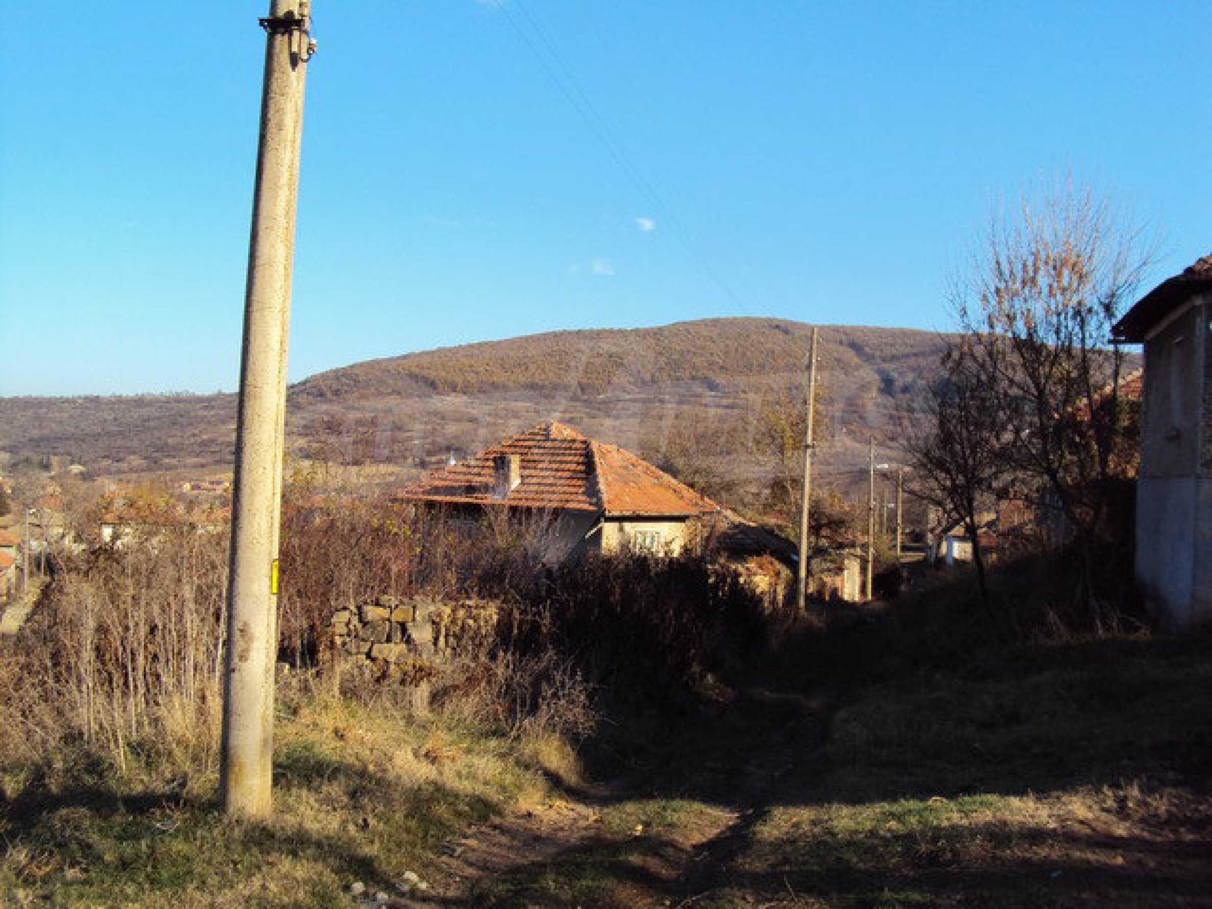 Къща с двор в село на 25 км. от Велико Търново 9