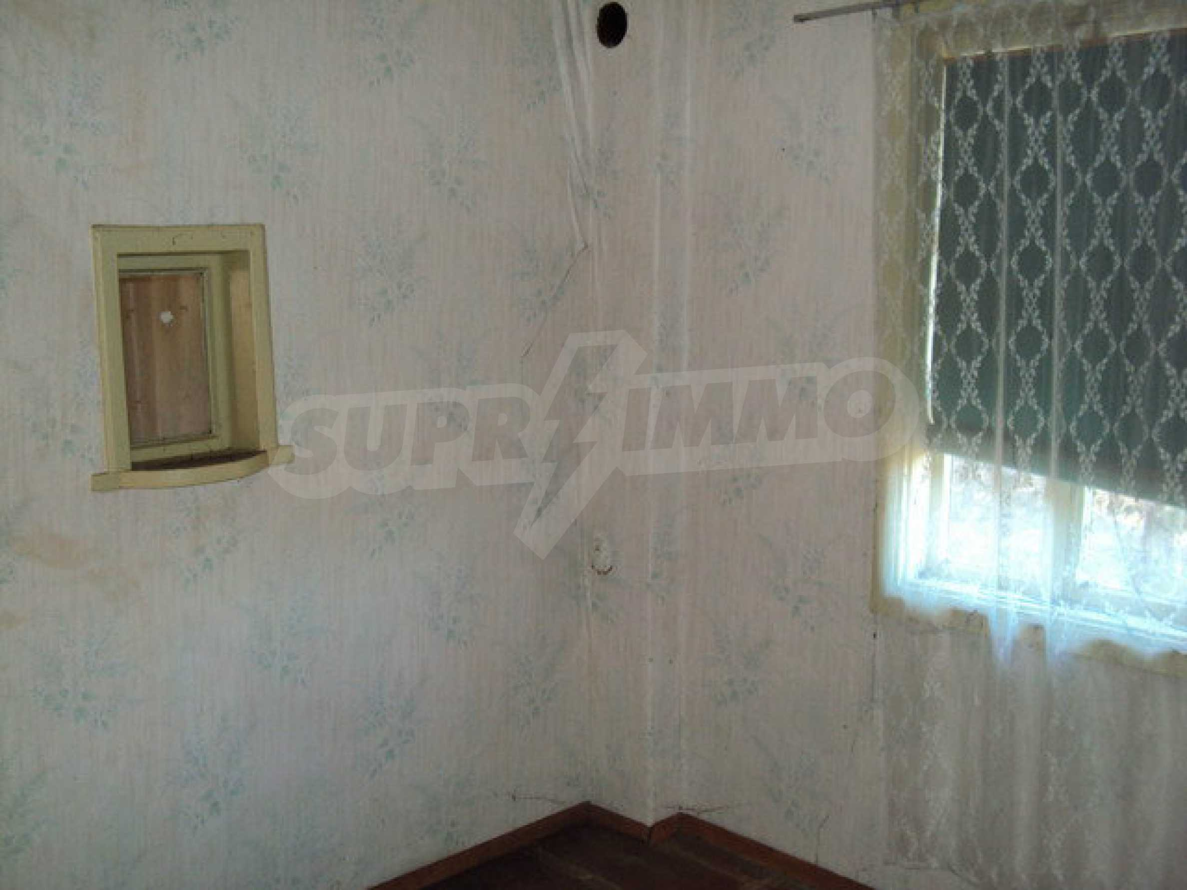 Къща с двор в село на 25 км. от Велико Търново 11