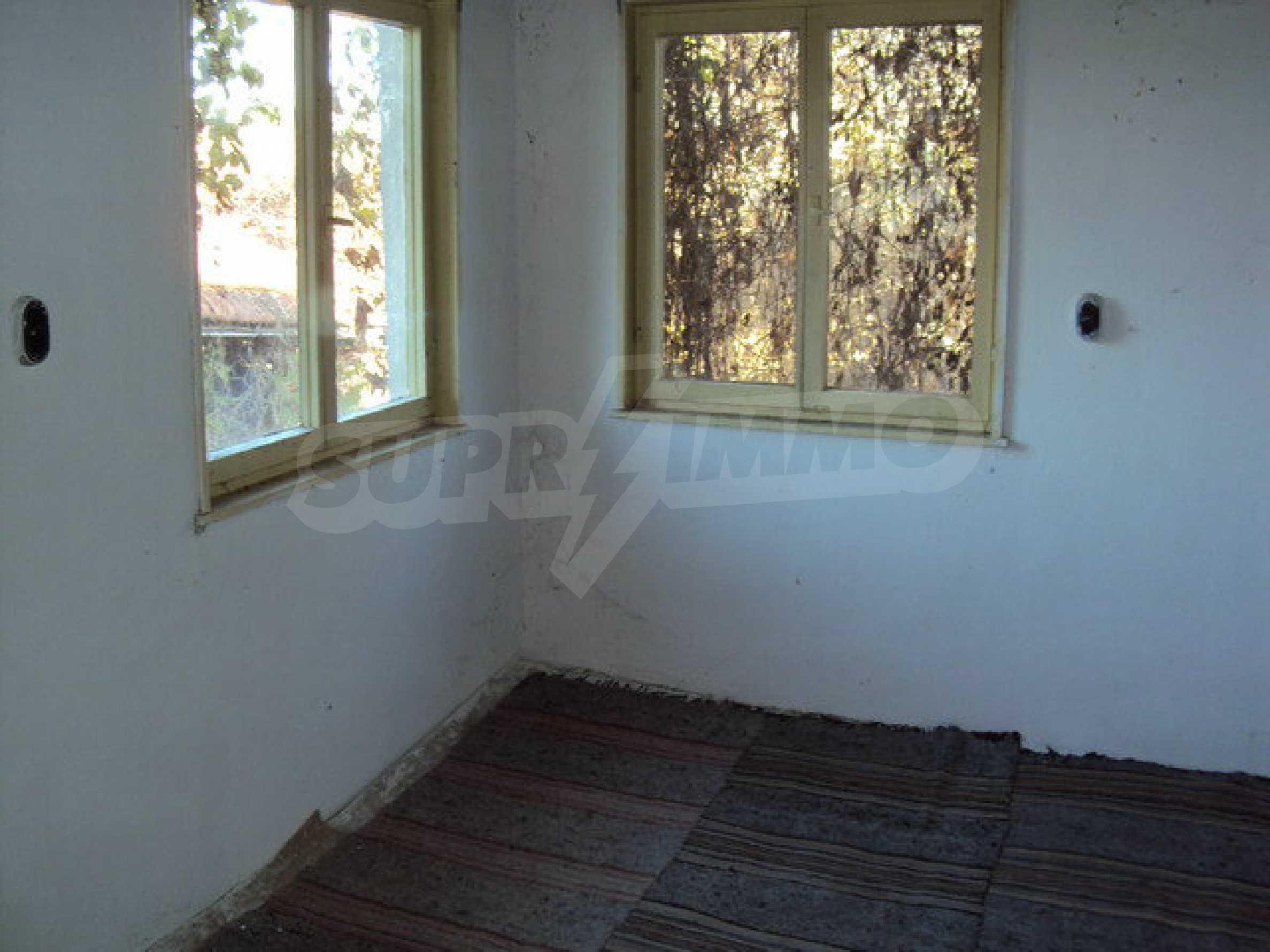 Къща с двор в село на 25 км. от Велико Търново 14