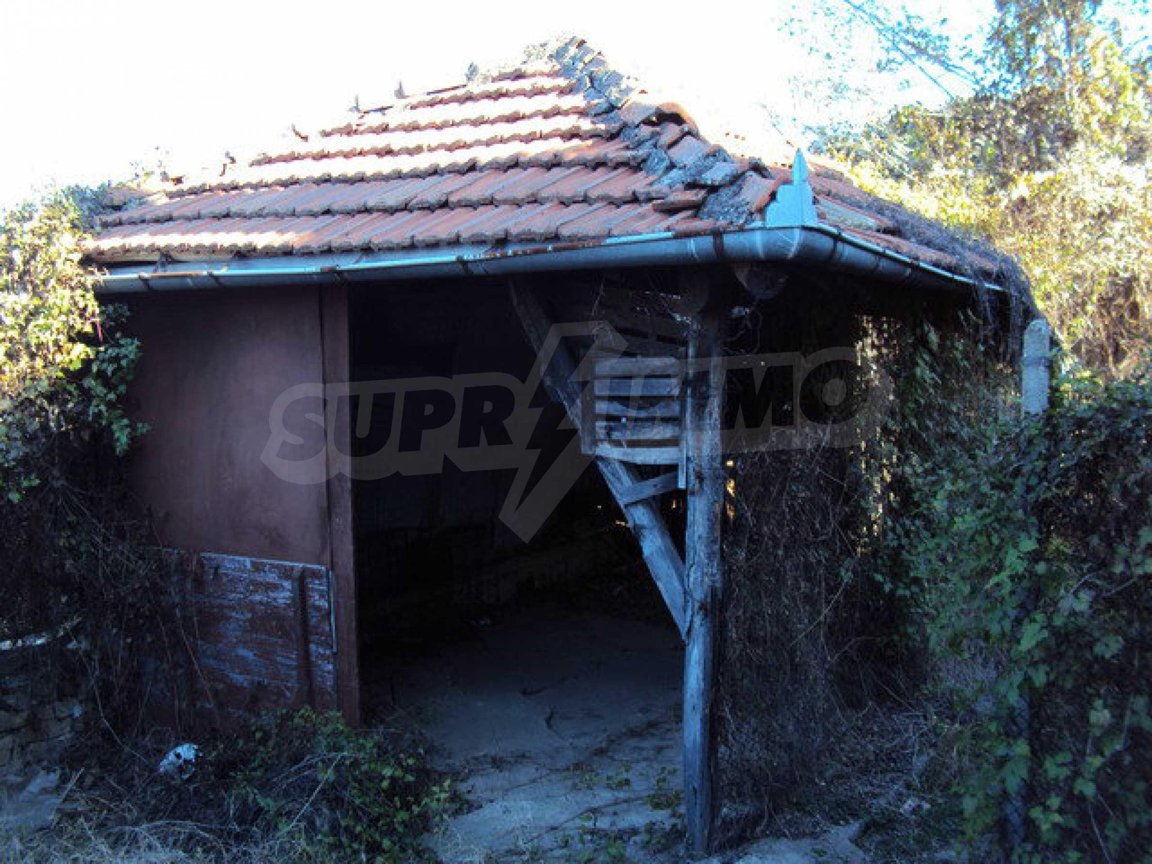 Къща с двор в село на 25 км. от Велико Търново 25