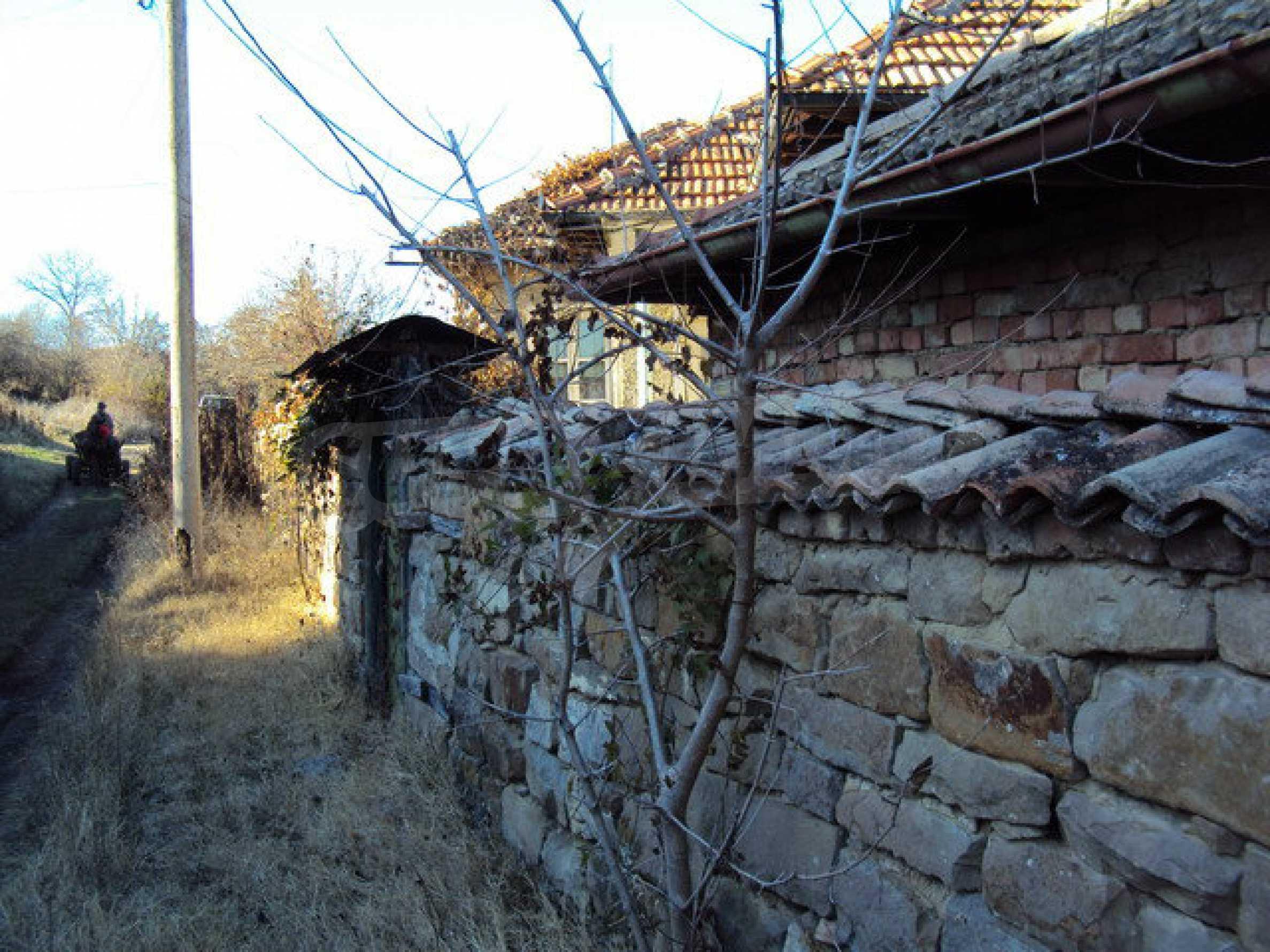 Къща с двор в село на 25 км. от Велико Търново 27