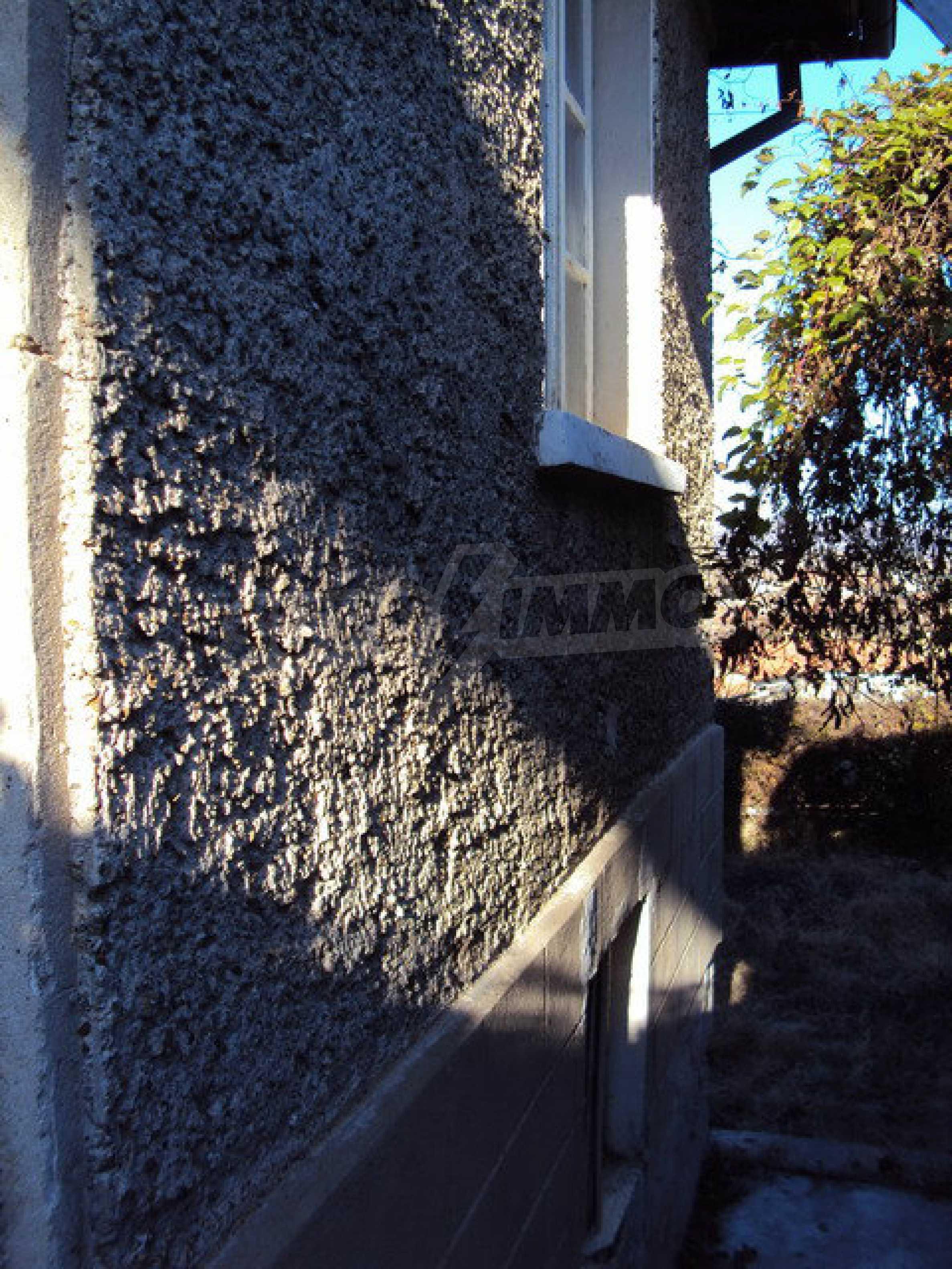 Къща с двор в село на 25 км. от Велико Търново 2