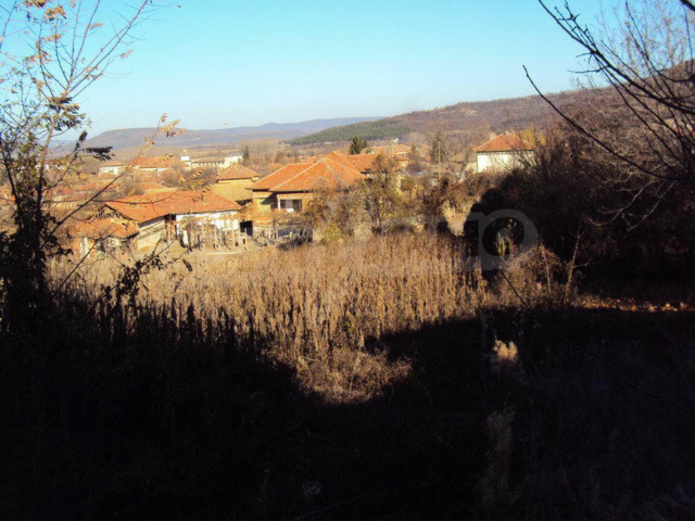 Къща с двор в село на 25 км. от Велико Търново 29