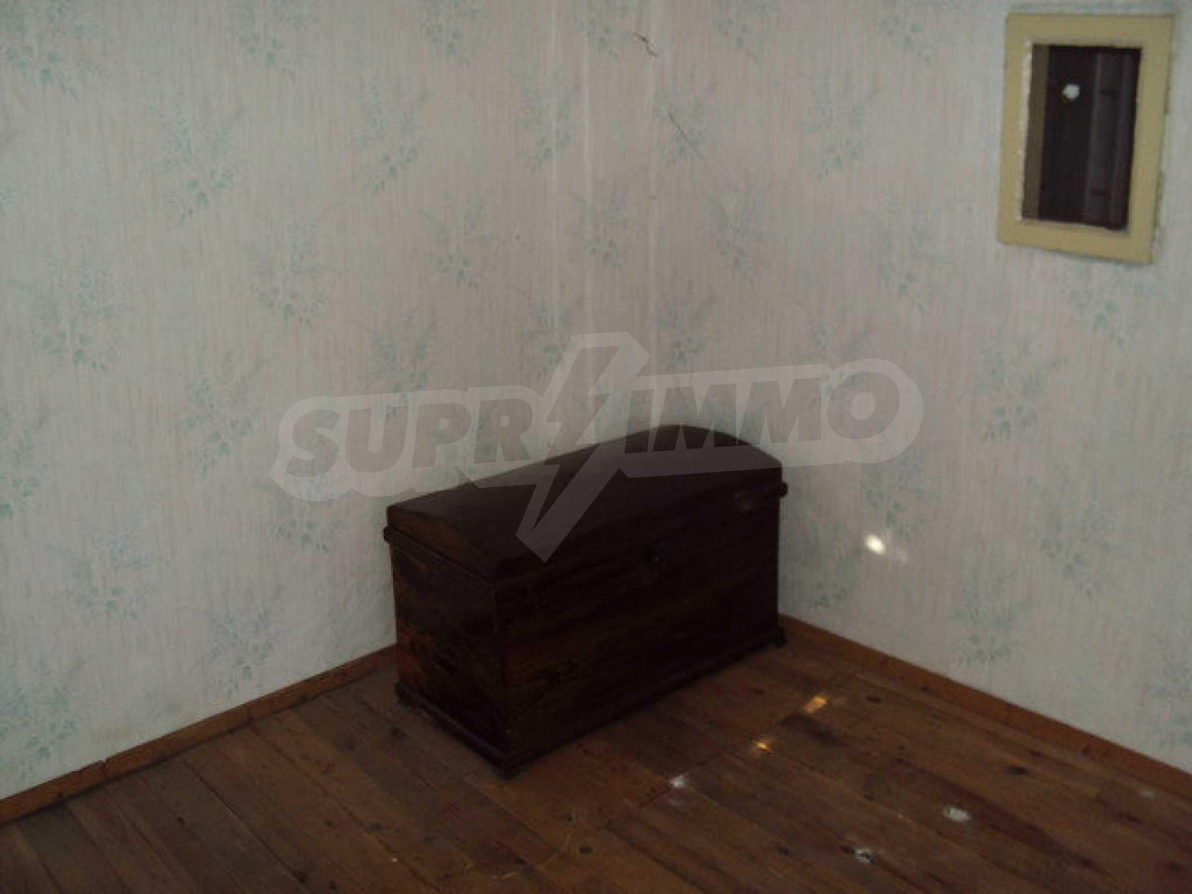 Къща с двор в село на 25 км. от Велико Търново 32