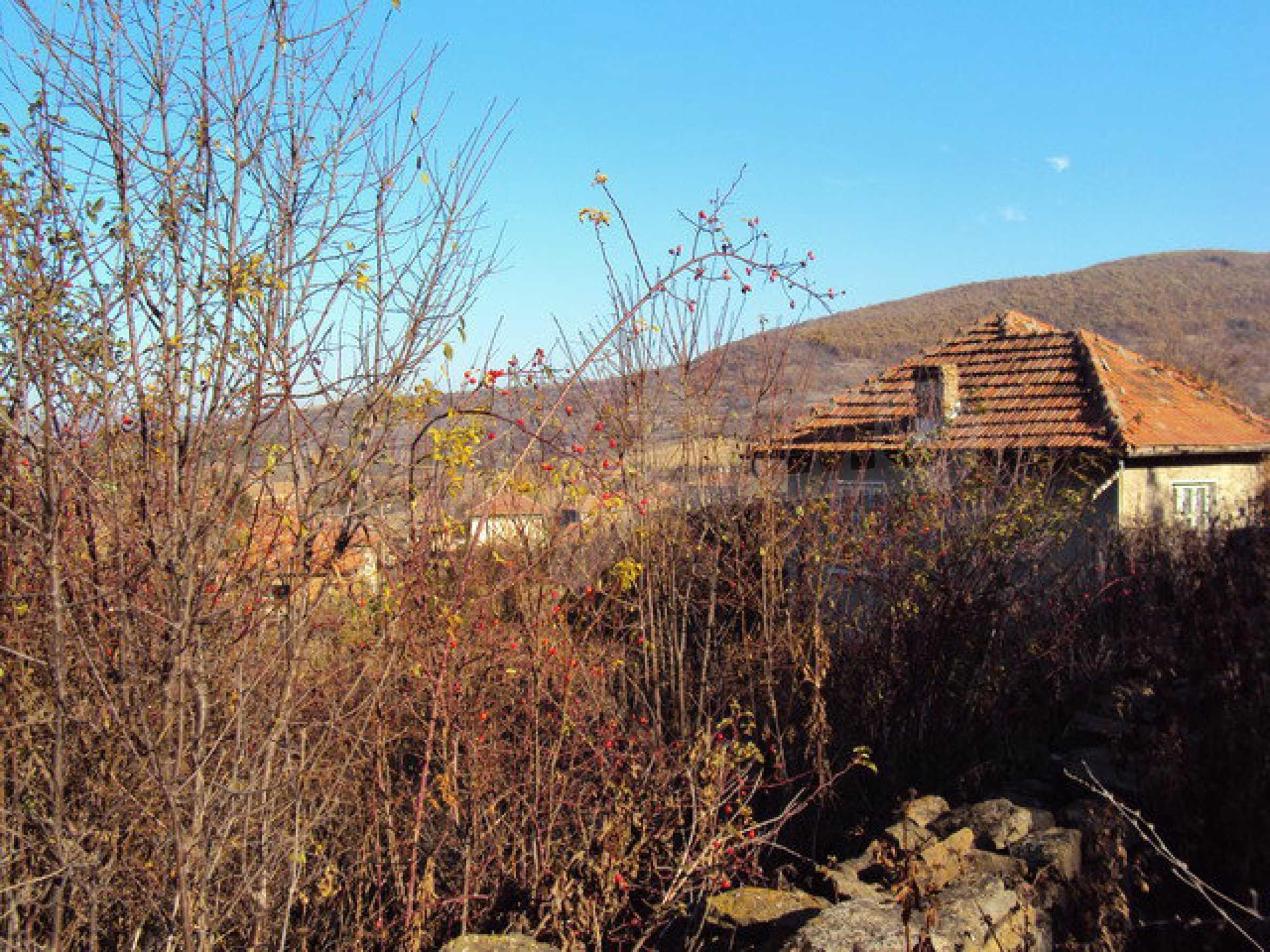 Къща с двор в село на 25 км. от Велико Търново 33