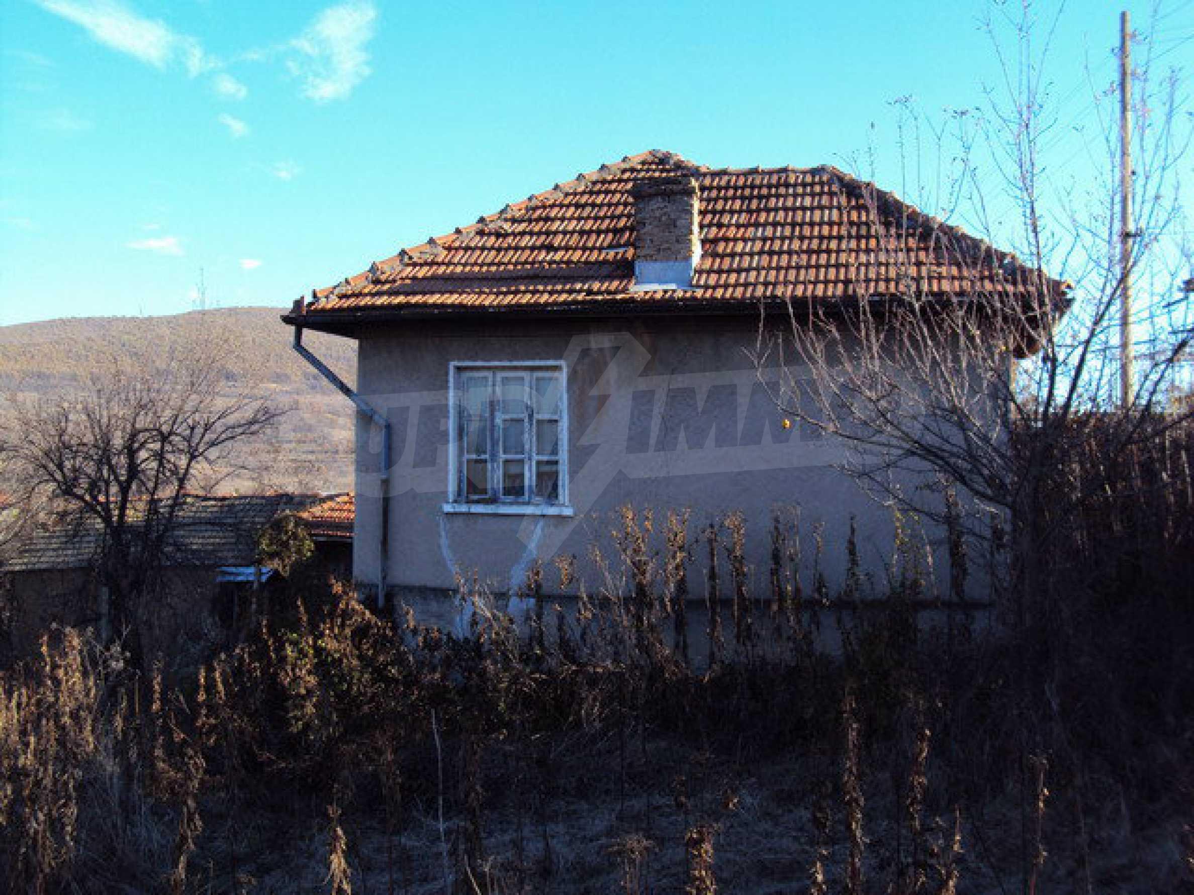 Къща с двор в село на 25 км. от Велико Търново 34