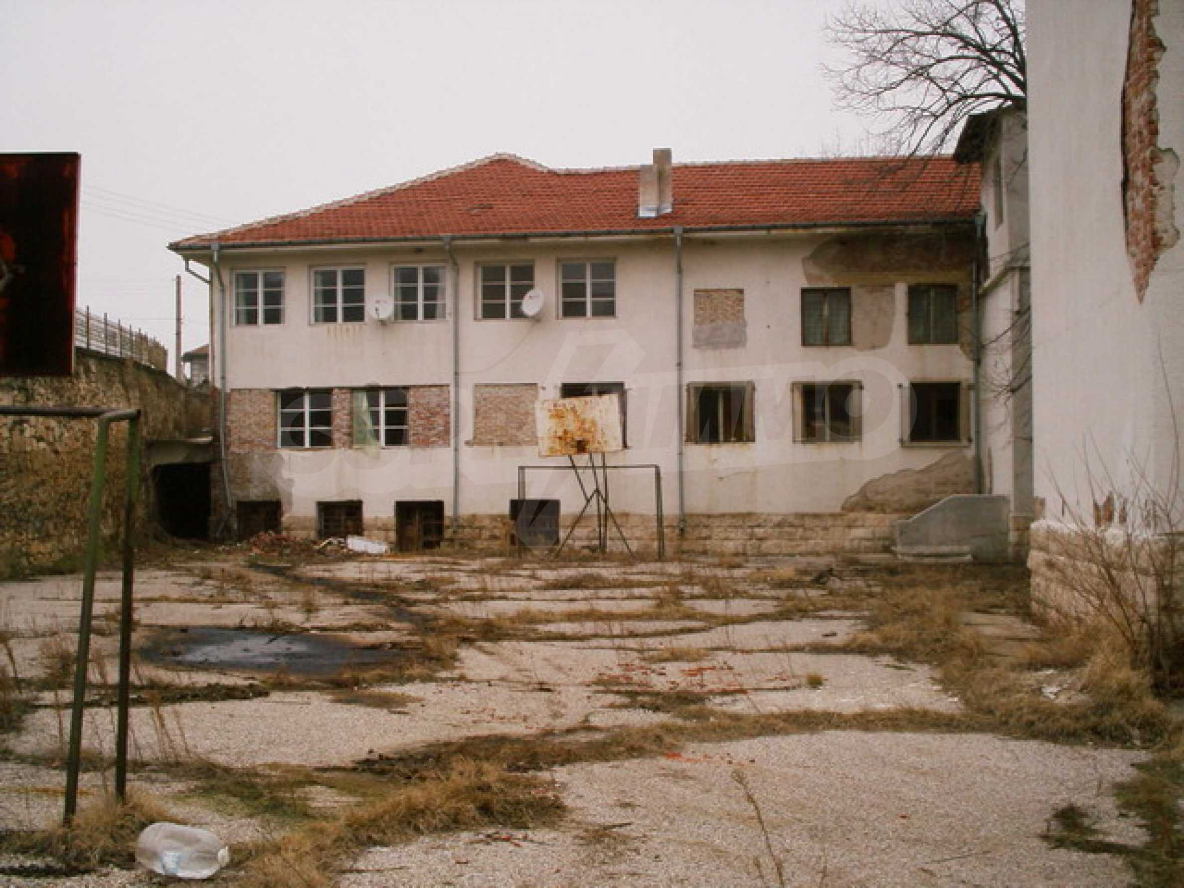 Building for sale 25 km from Ruse 14