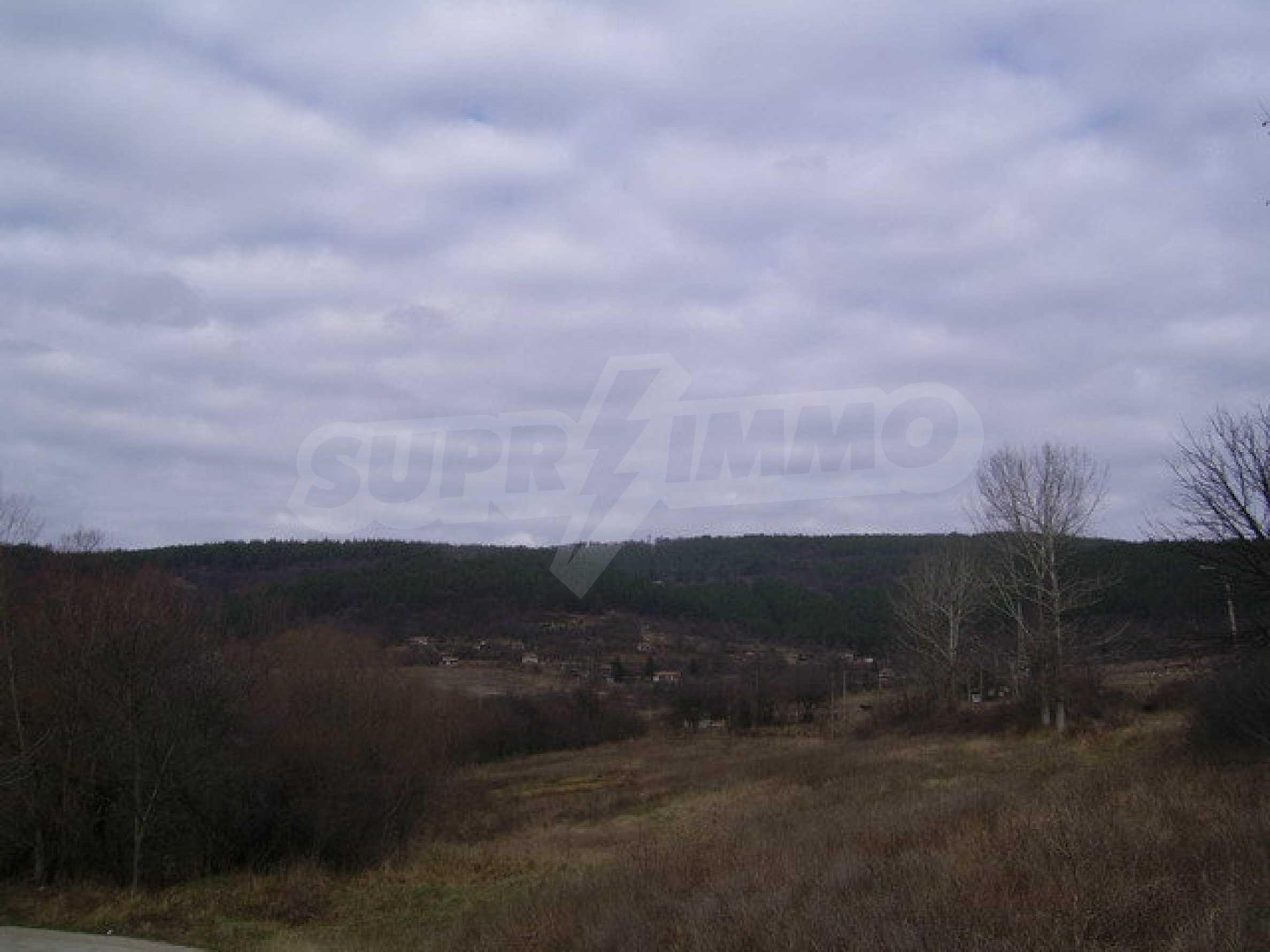 Grundstück in der Villenzone von Elena 1