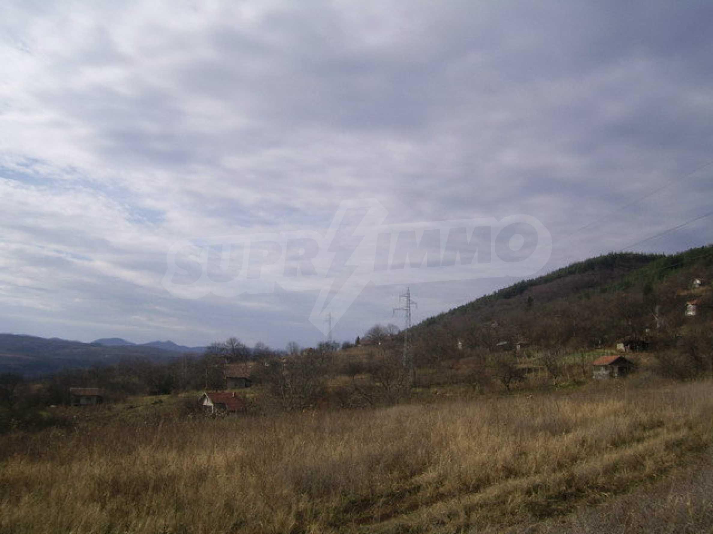 Grundstück in der Villenzone von Elena 3