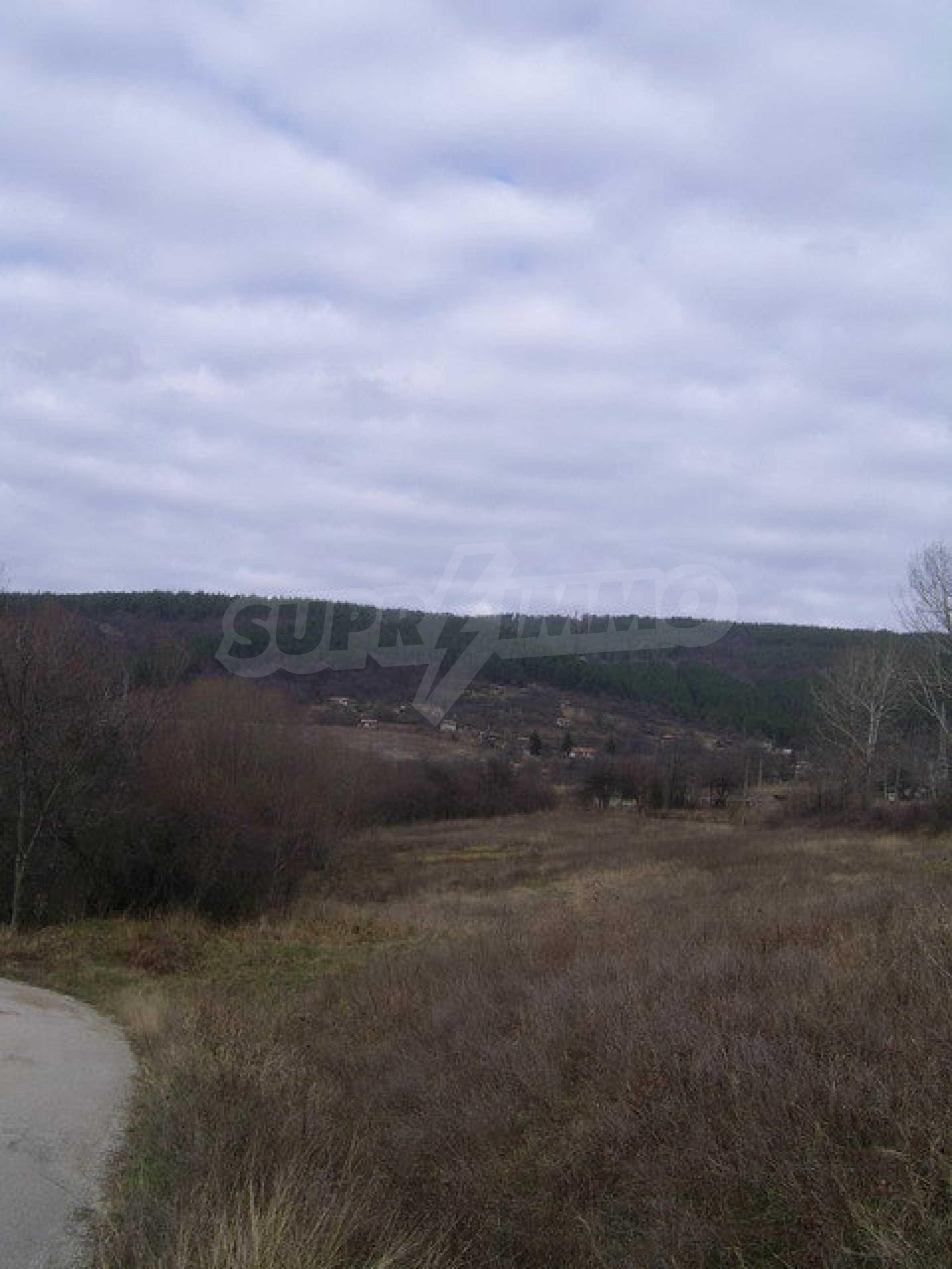 Grundstück in der Villenzone von Elena 4