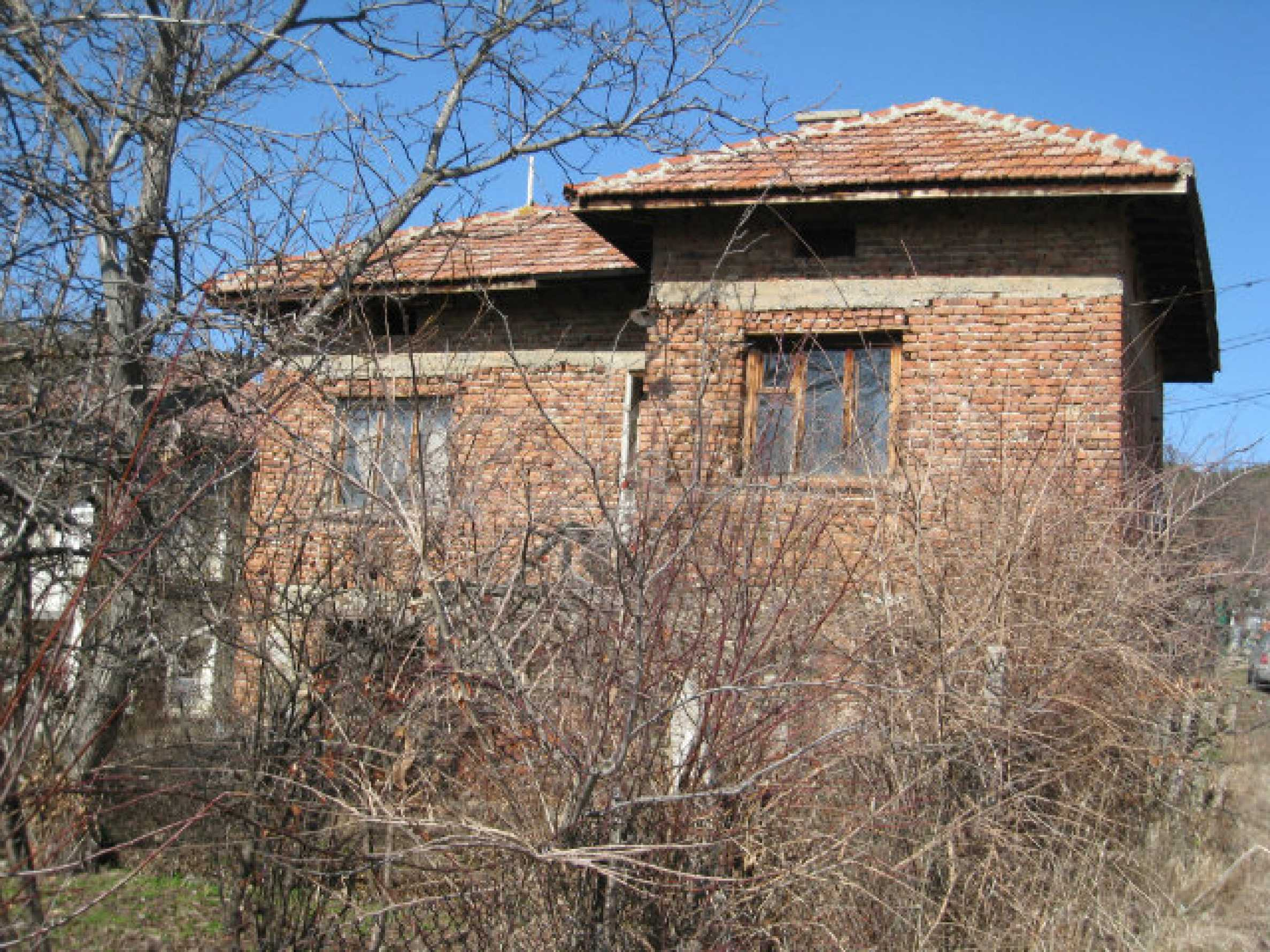 Old house with yard 70 km from Sofia 41