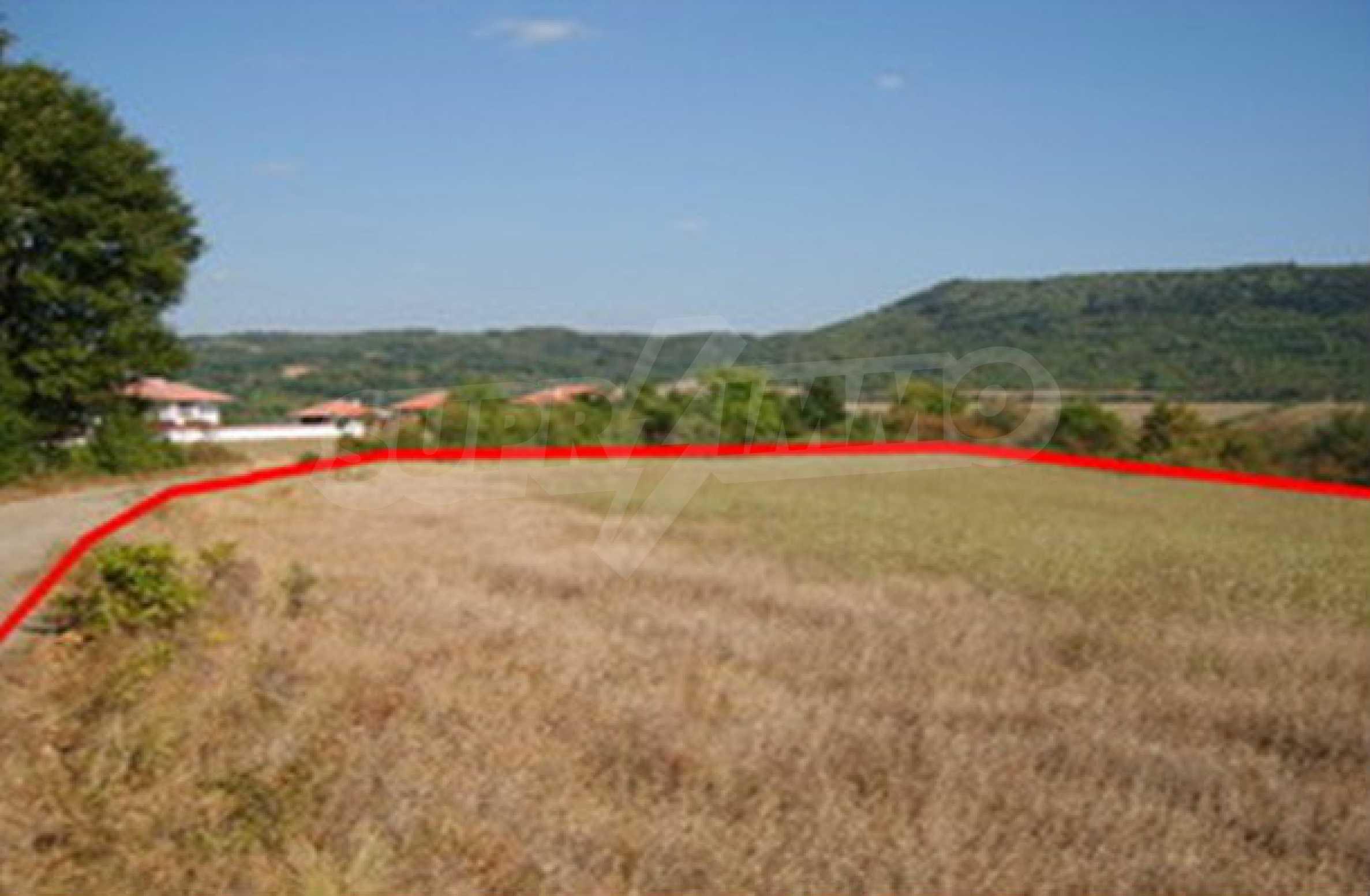Земельный участок, предназначенный для постройки дома, в маленькой деревне в 5 км. от Дряново