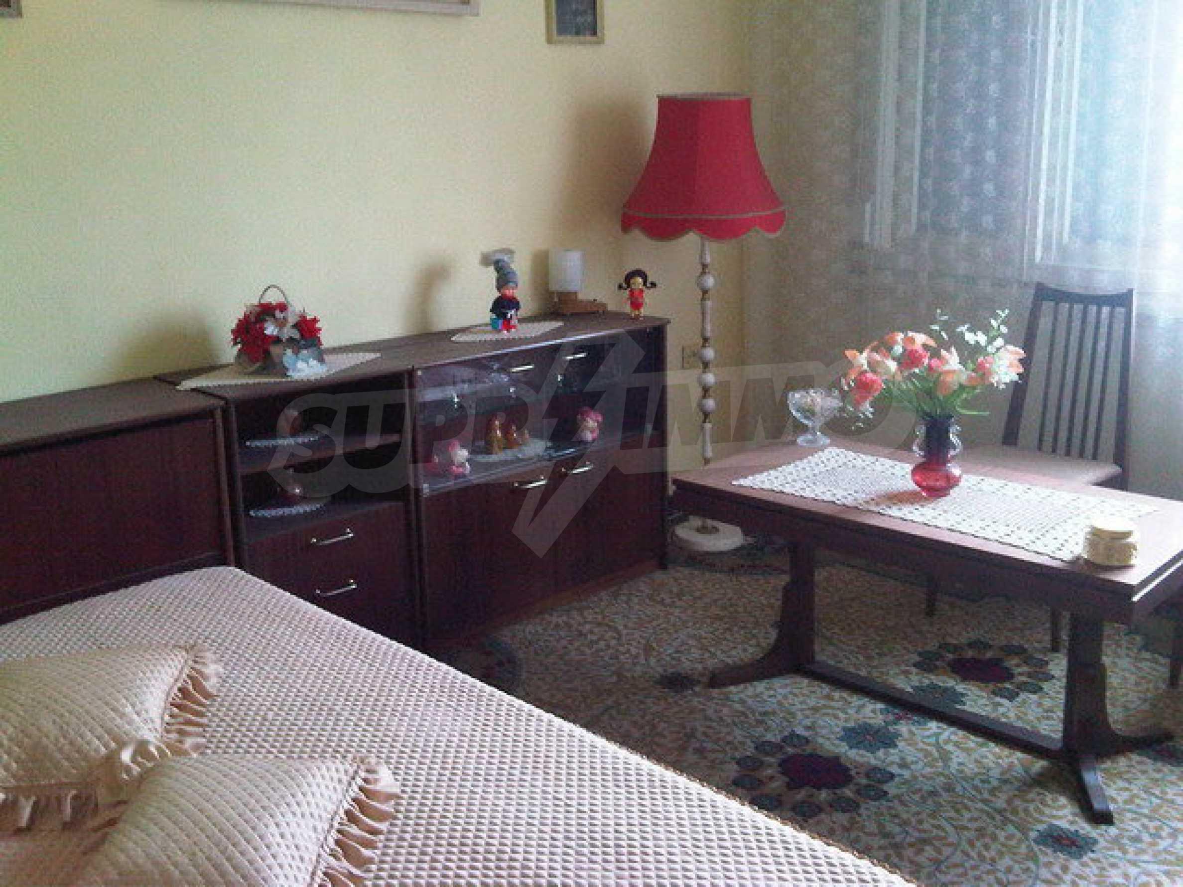 Четиристаен апартамент на втори етаж в сграда в неспосредственна близост центъра на град Севлиево 10