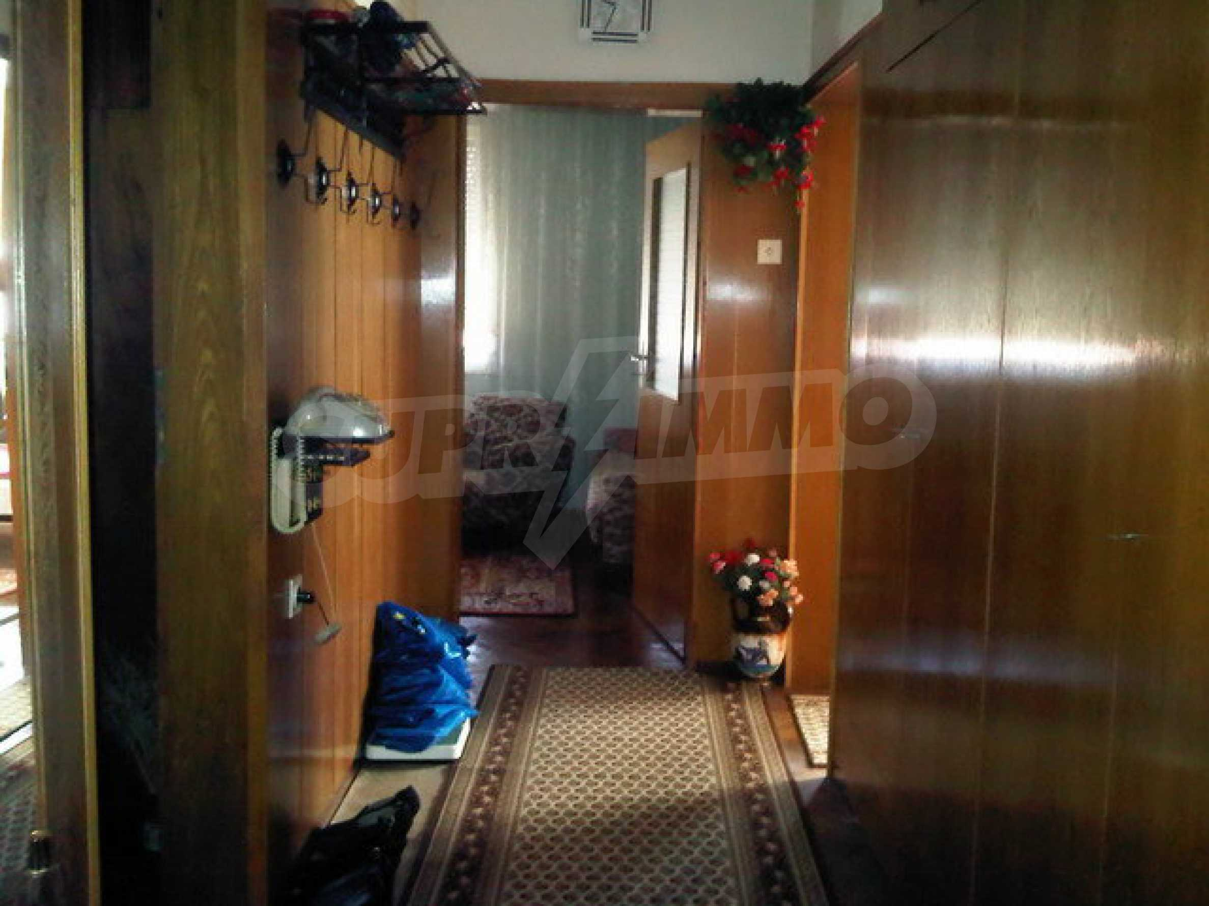 Четиристаен апартамент на втори етаж в сграда в неспосредственна близост центъра на град Севлиево 2