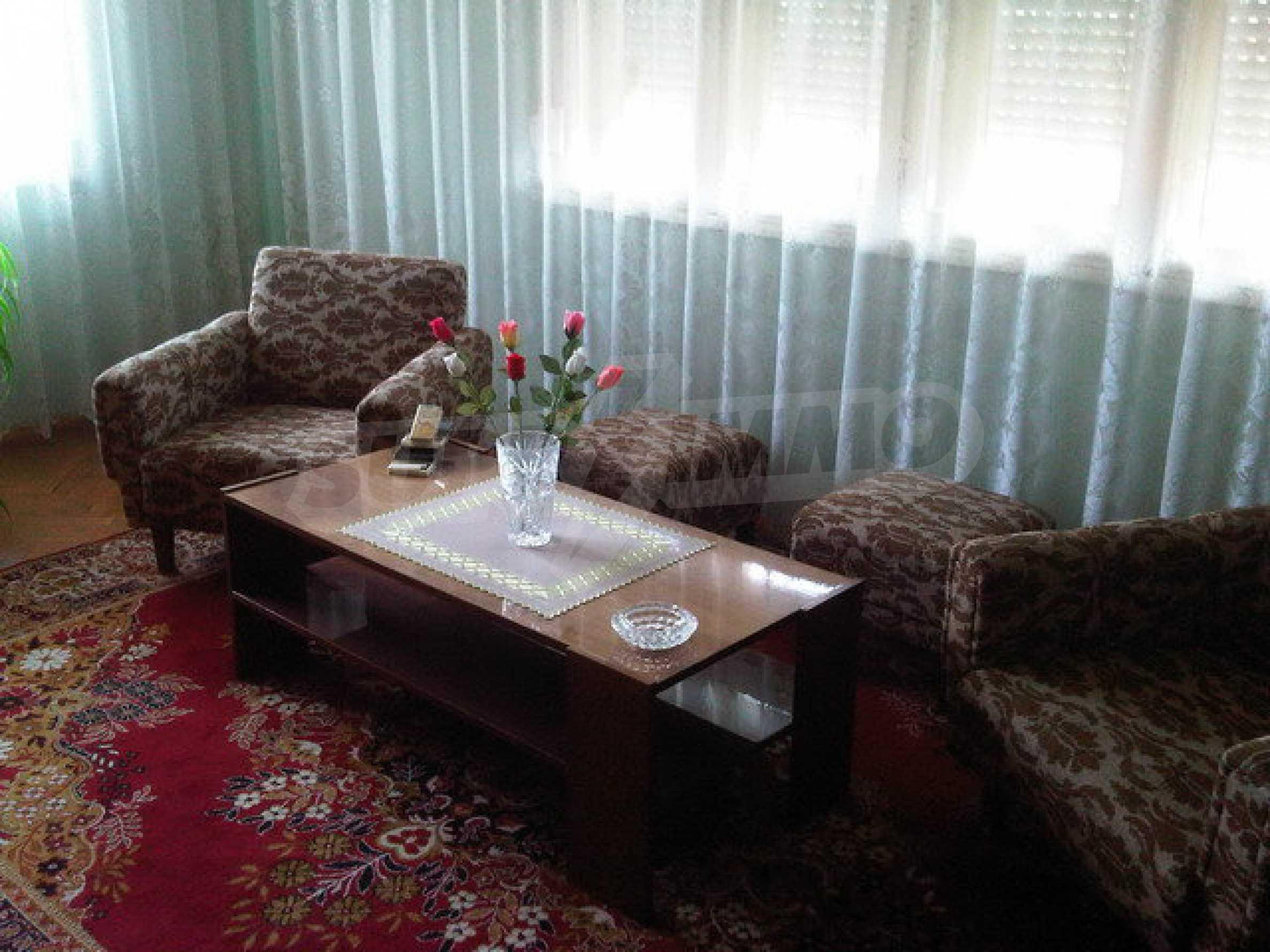 Четиристаен апартамент на втори етаж в сграда в неспосредственна близост центъра на град Севлиево 3