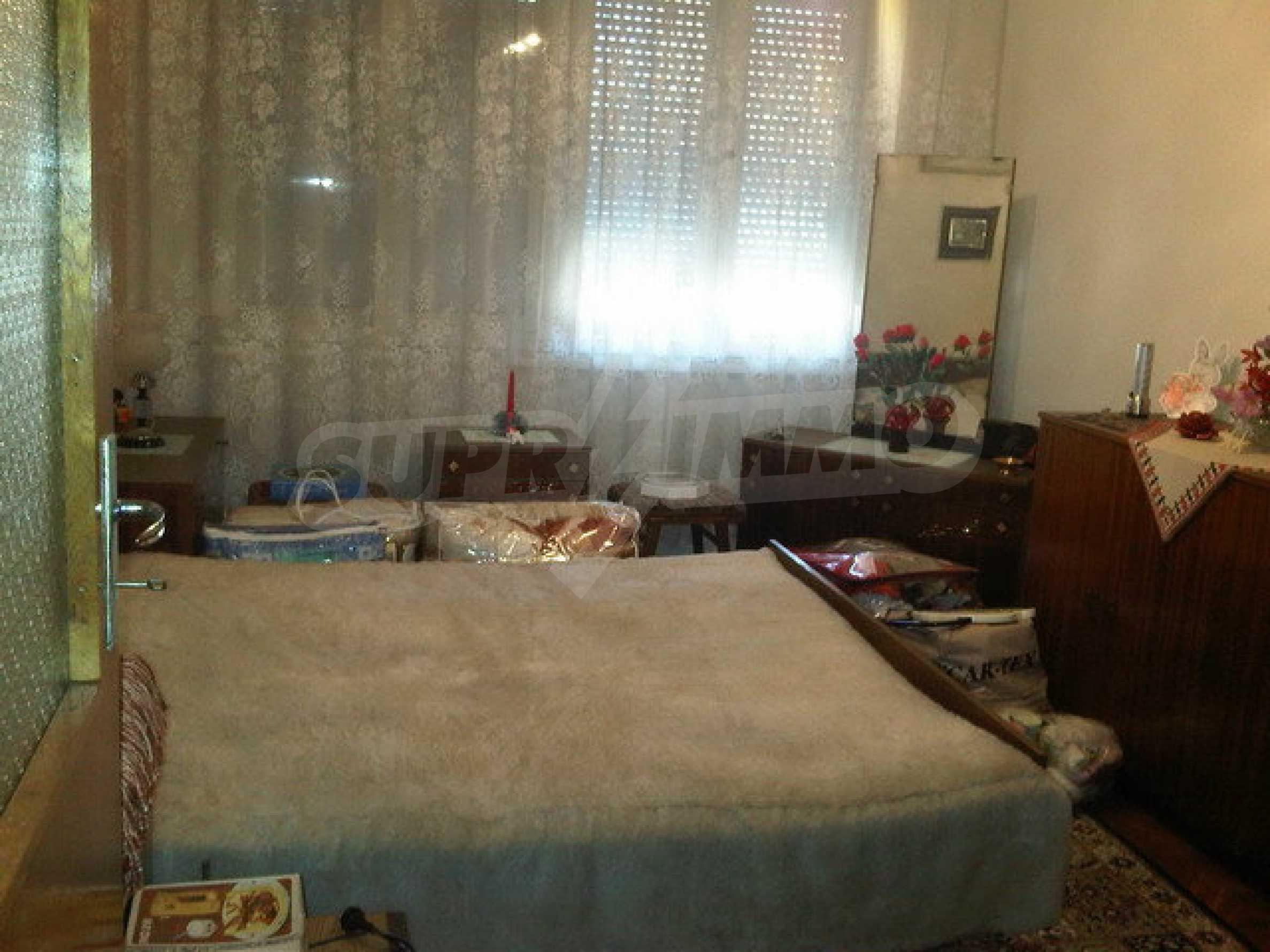 Четиристаен апартамент на втори етаж в сграда в неспосредственна близост центъра на град Севлиево 4