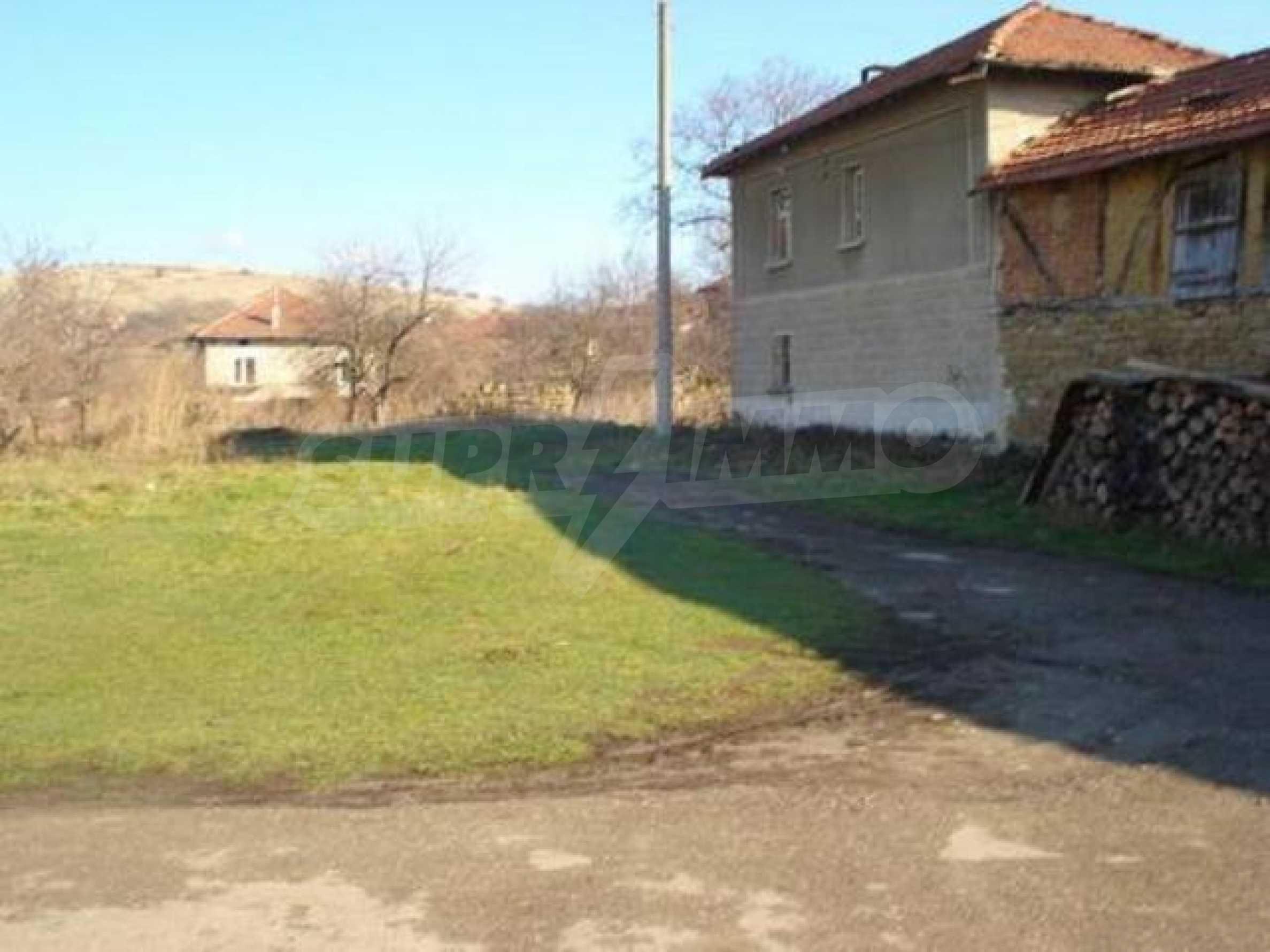 Zweistöckiges Haus im Dorf Dobromirka 17