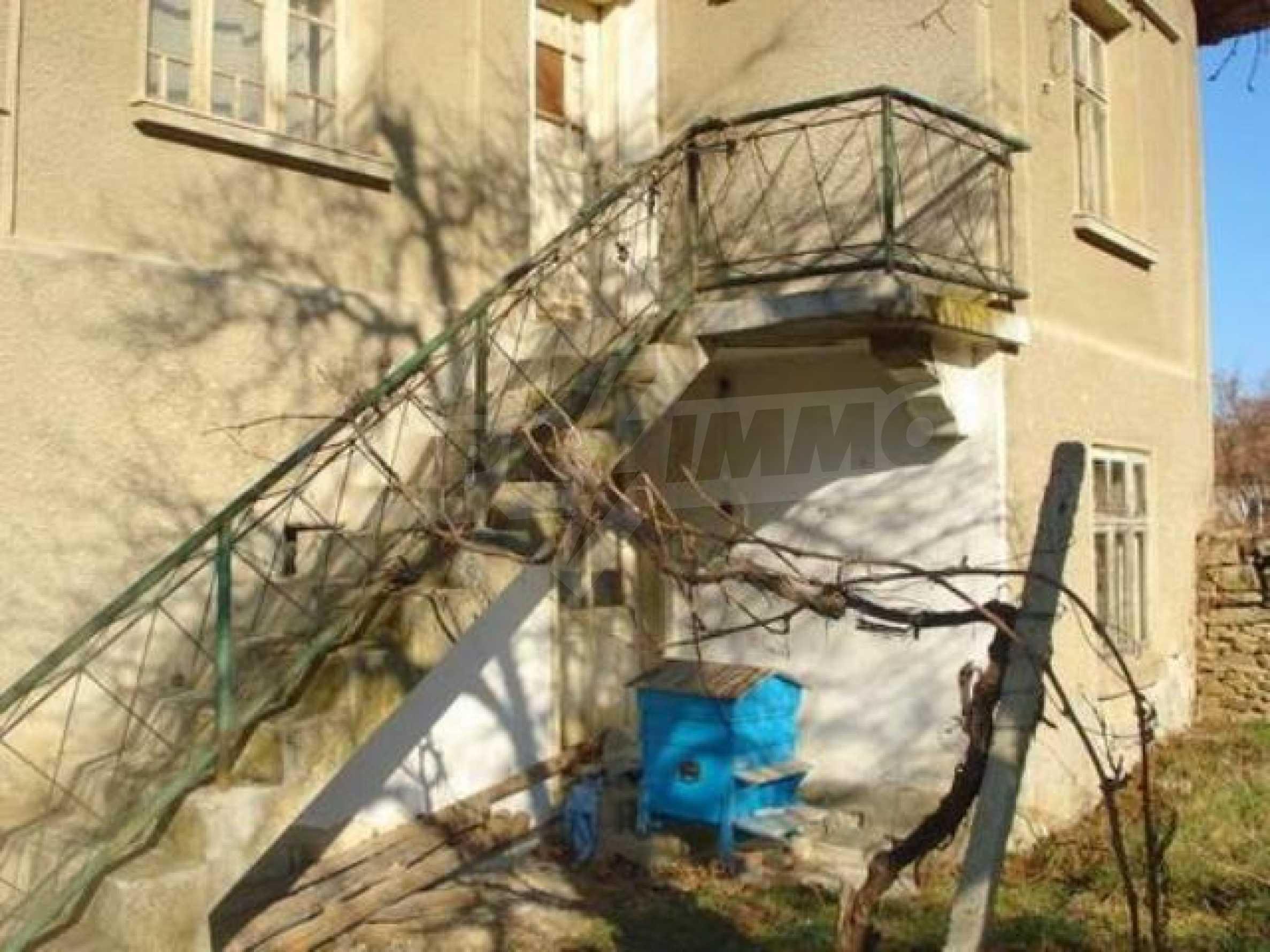 Zweistöckiges Haus im Dorf Dobromirka 1