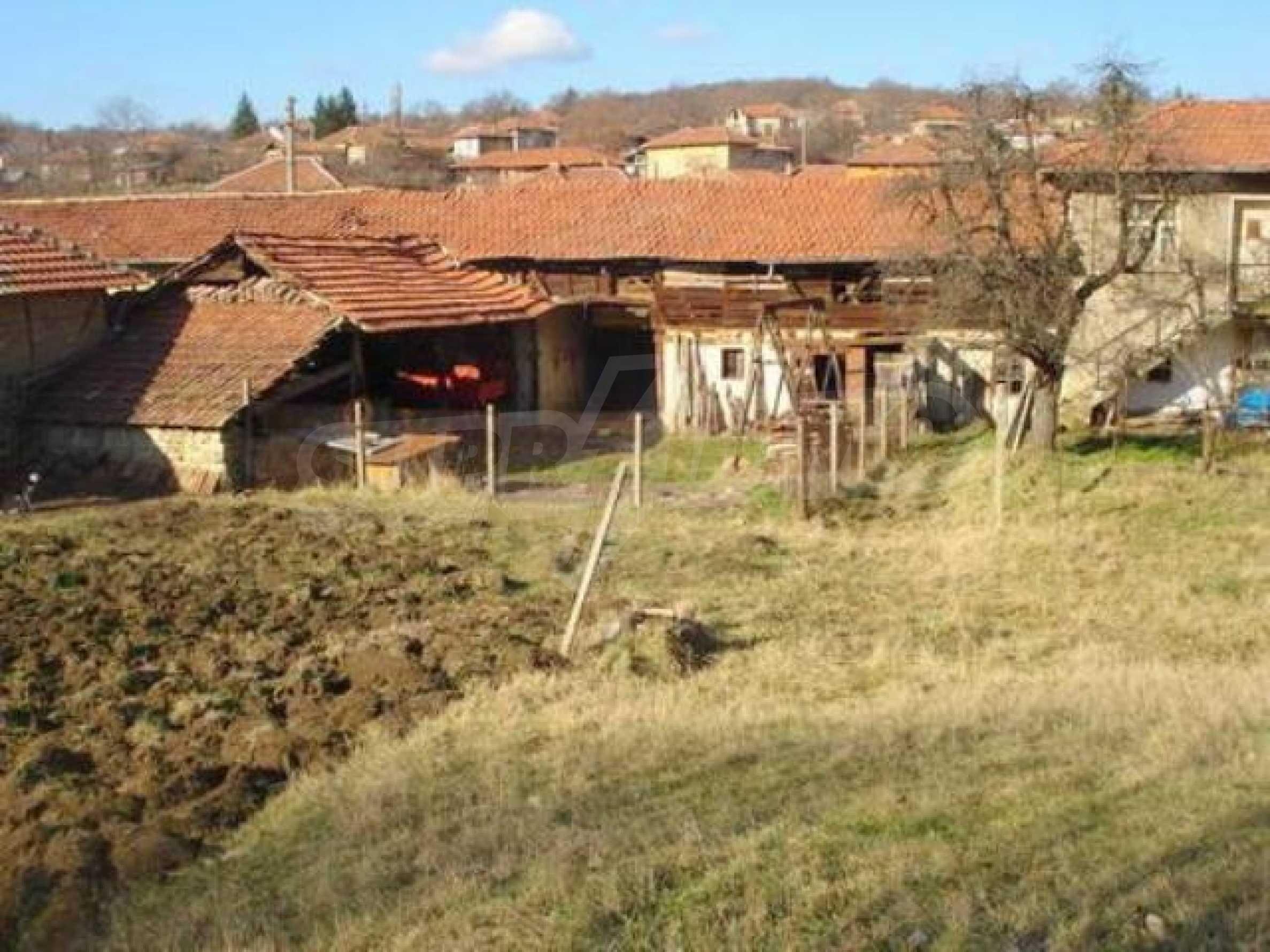 Zweistöckiges Haus im Dorf Dobromirka 2