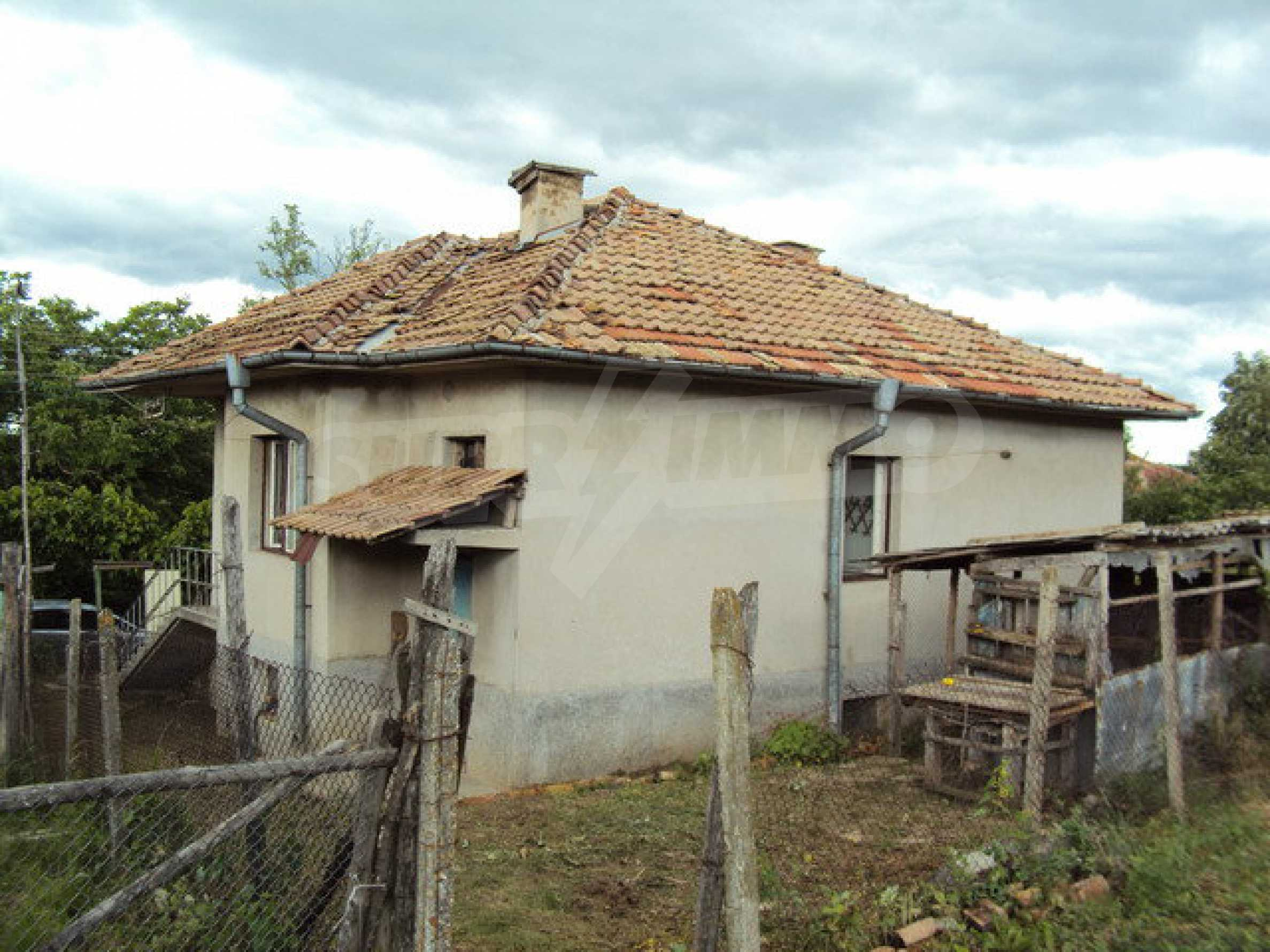A house on two levels with garden  50 km. from the old capital of Veliko Tarnovo 1