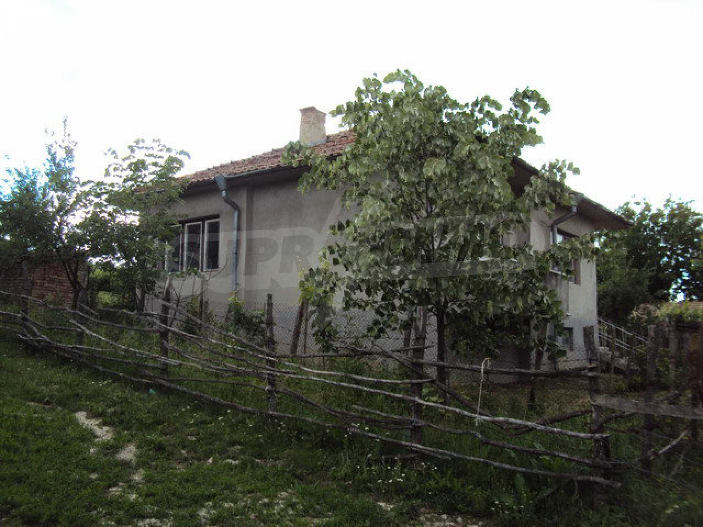 A house on two levels with garden  50 km. from the old capital of Veliko Tarnovo 4