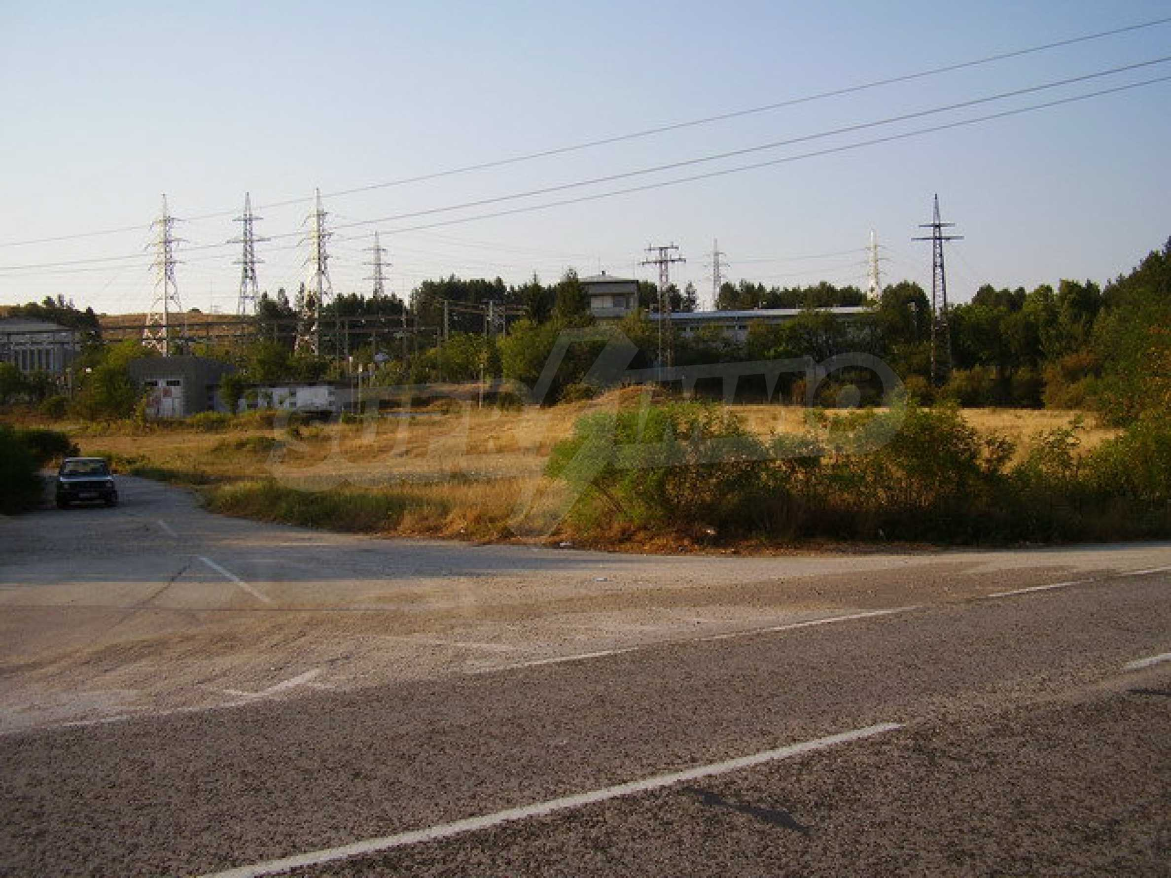 Plot facing the international road E 85 16