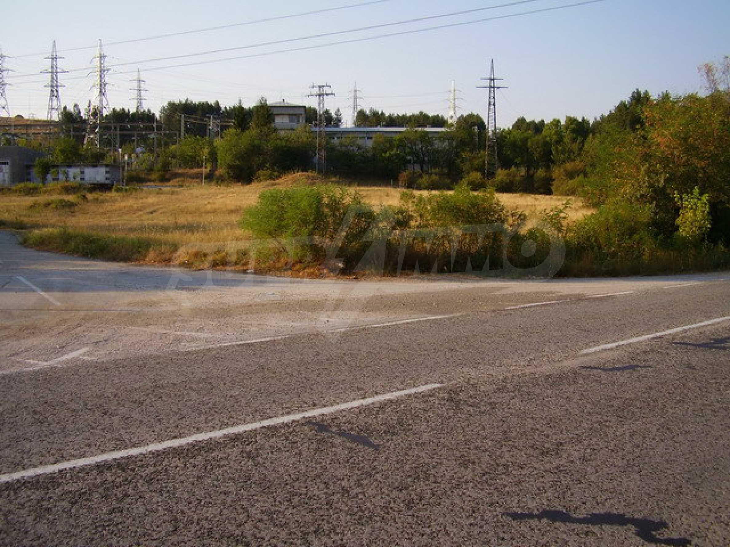 Plot facing the international road E 85 1