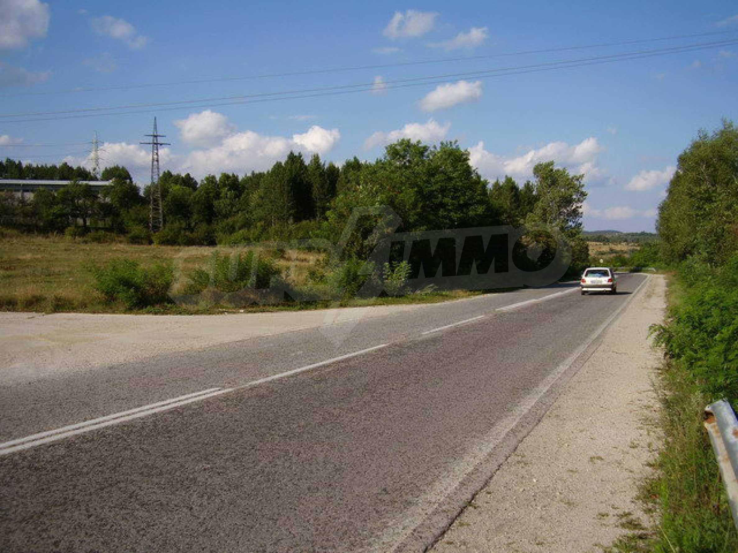 Plot facing the international road E 85 2
