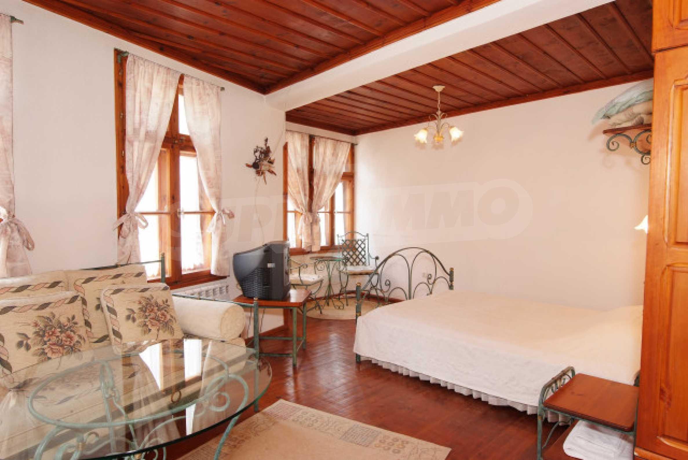 Семеен хотел в центъра на град Мелник 10