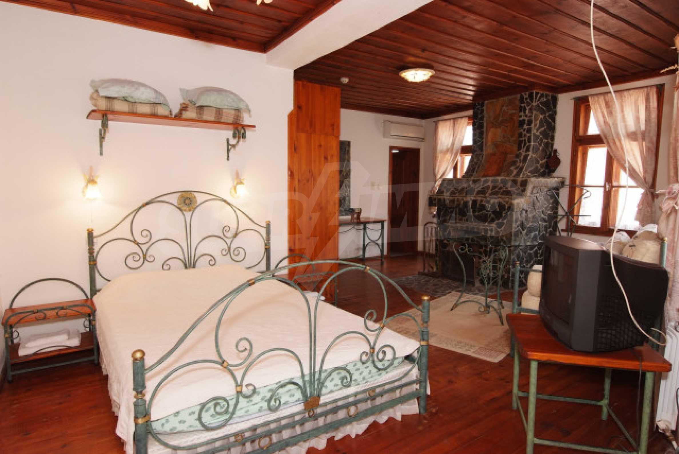 Семеен хотел в центъра на град Мелник 12