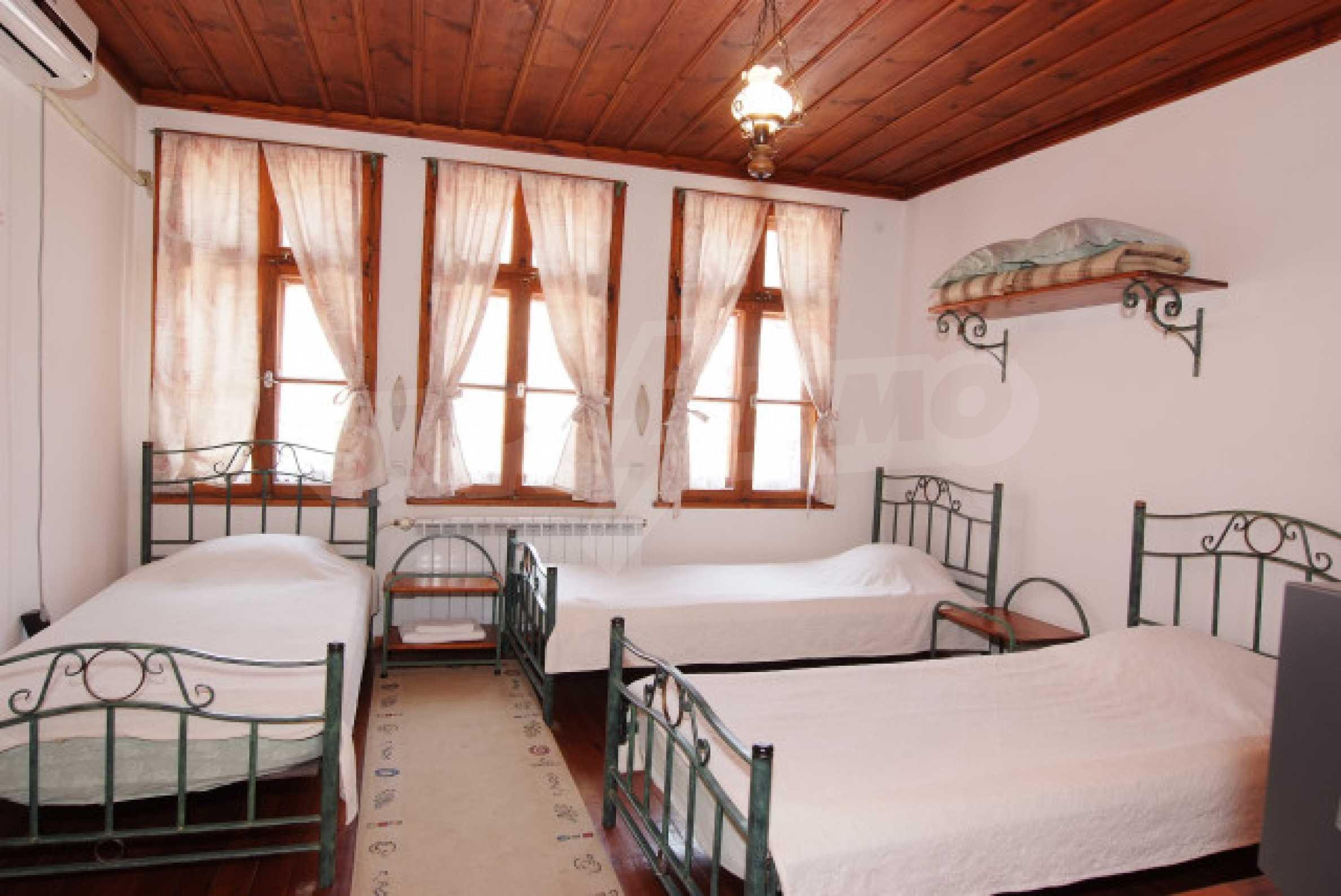 Семеен хотел в центъра на град Мелник 13