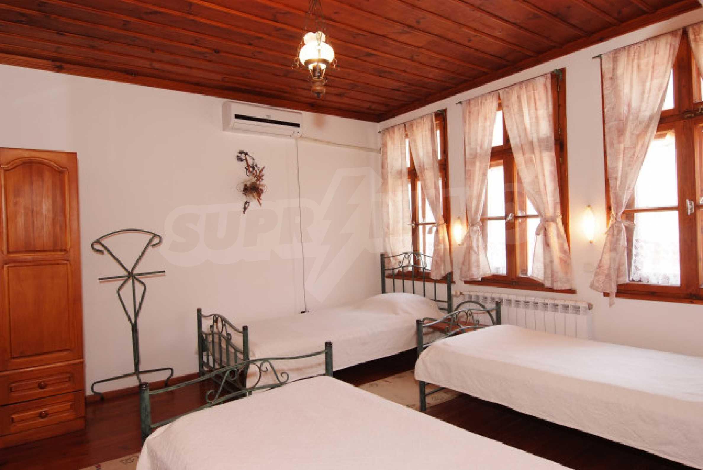 Семеен хотел в центъра на град Мелник 14