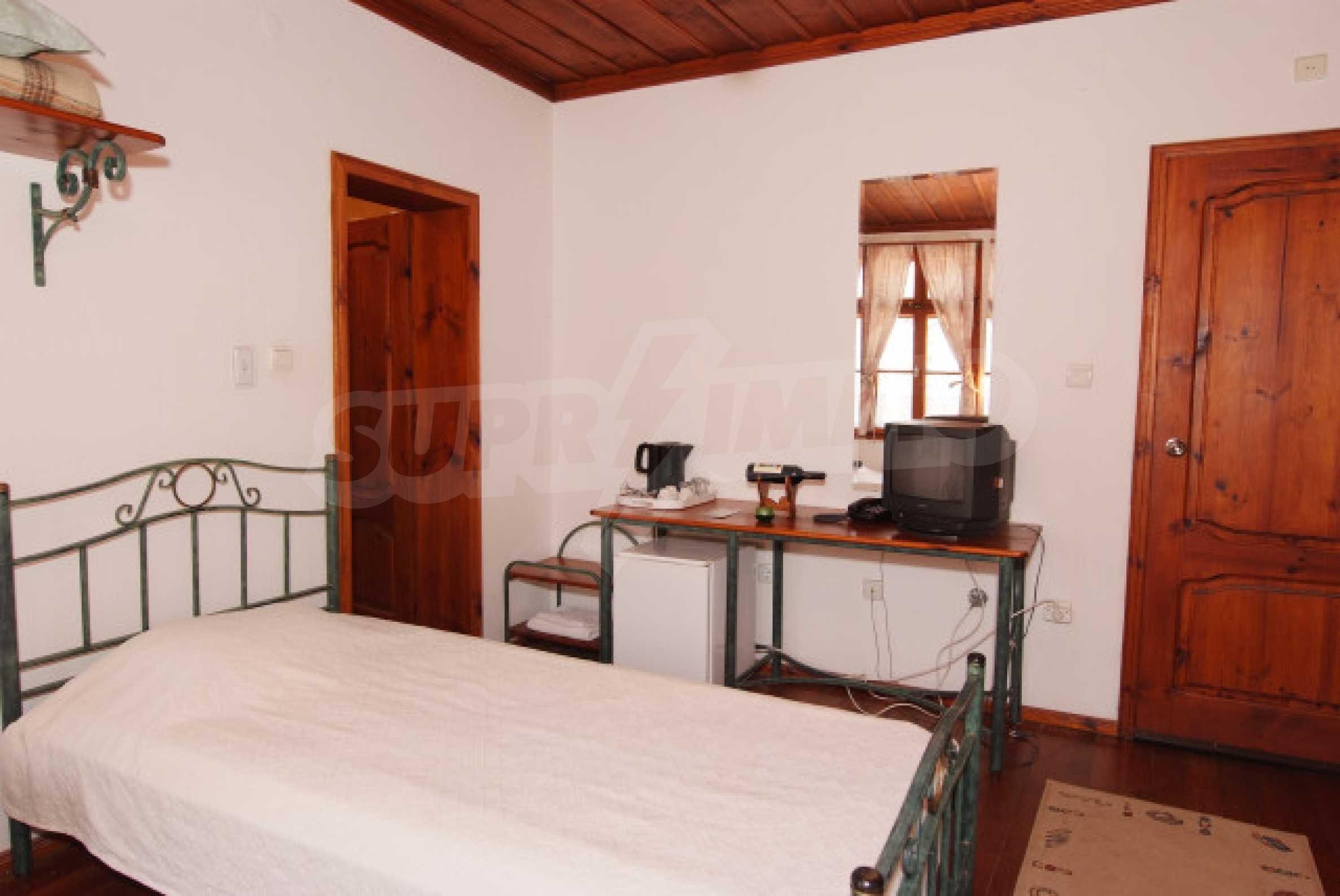 Семеен хотел в центъра на град Мелник 15