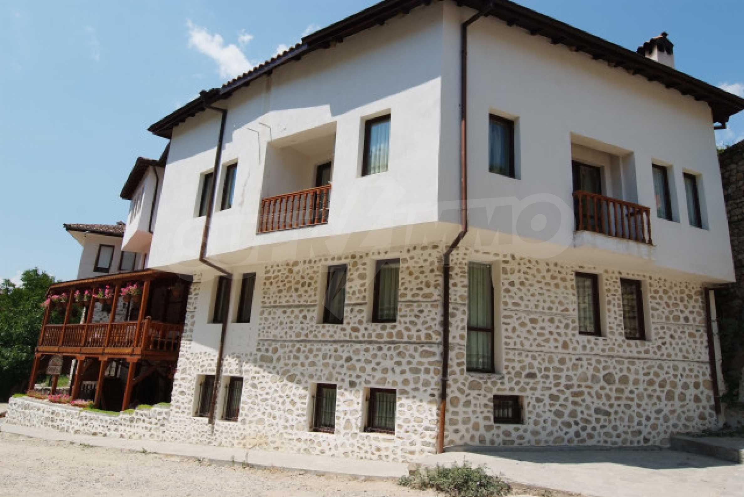 Семеен хотел в центъра на град Мелник 1