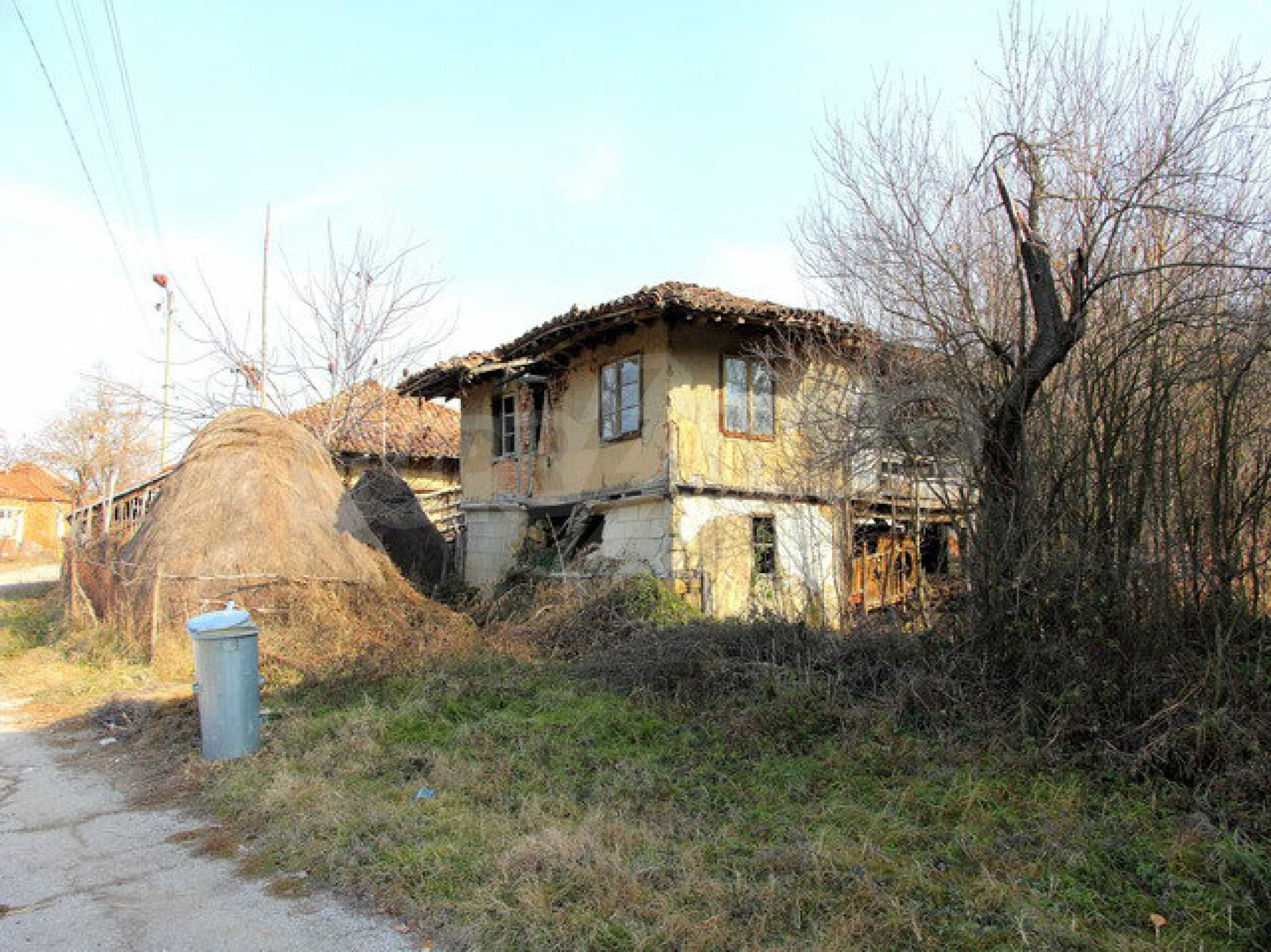 Land with house in the village with lovely scenery near Elena 2