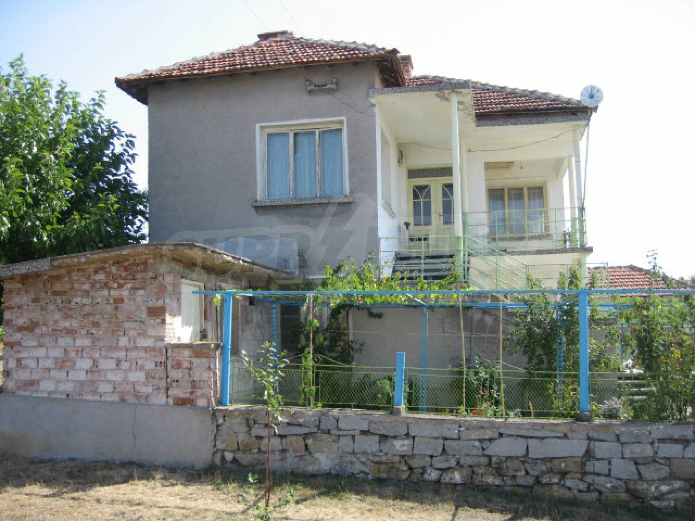 Großes und solides Haus mit einem Garten in einer schönen ländlichen Gegend in der Nähe von Topolovgrad und Elhovo 1