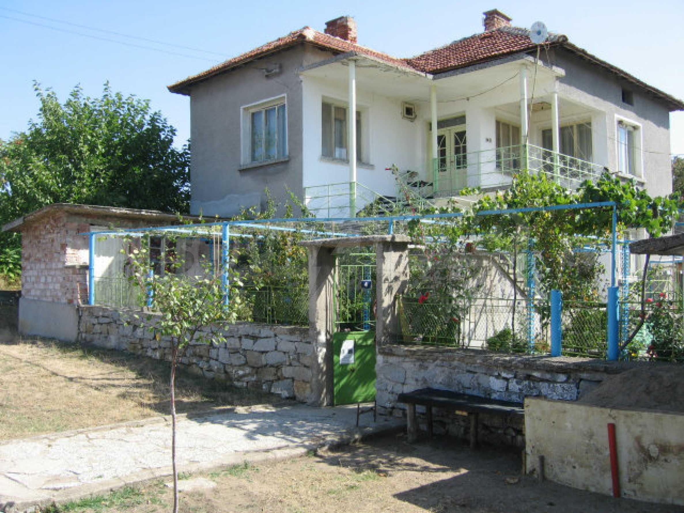 Großes und solides Haus mit einem Garten in einer schönen ländlichen Gegend in der Nähe von Topolovgrad und Elhovo 2