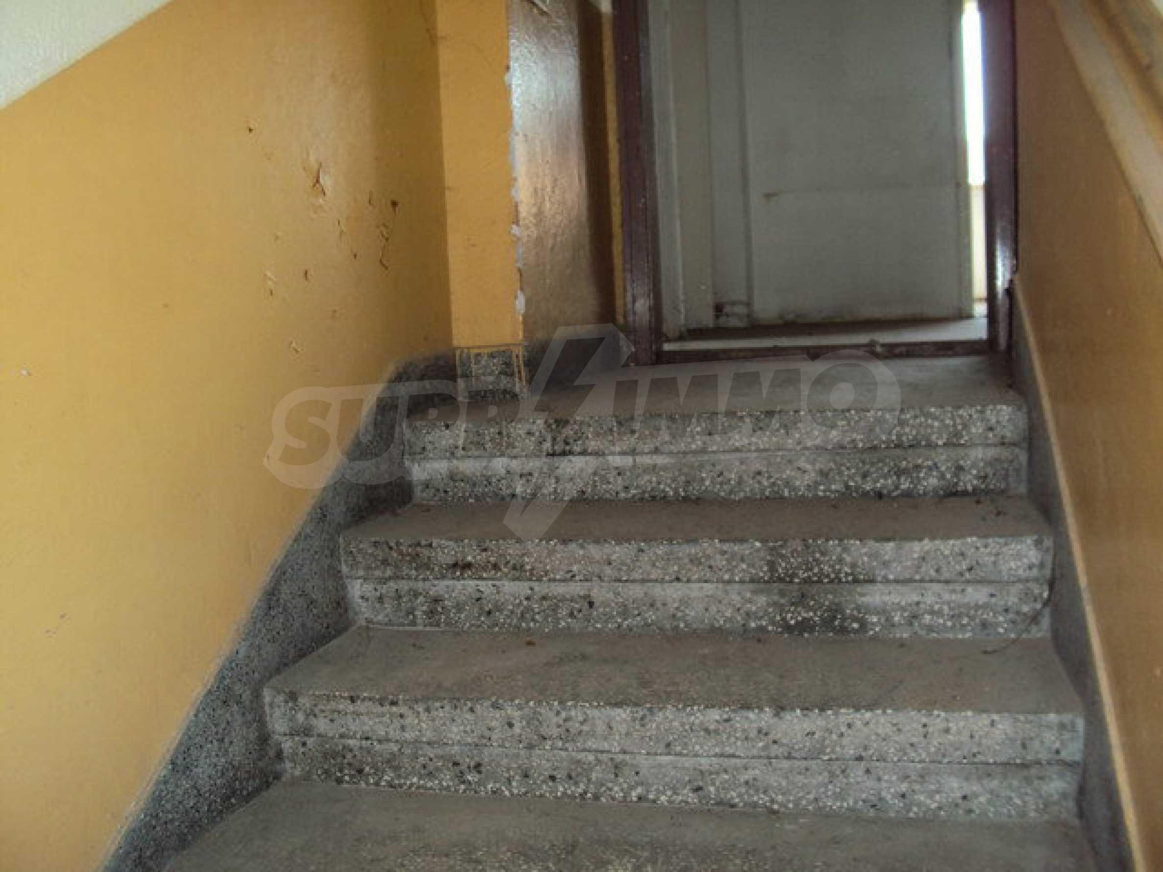 Spacious house with a yard, garage and additional building Dryanovo 16