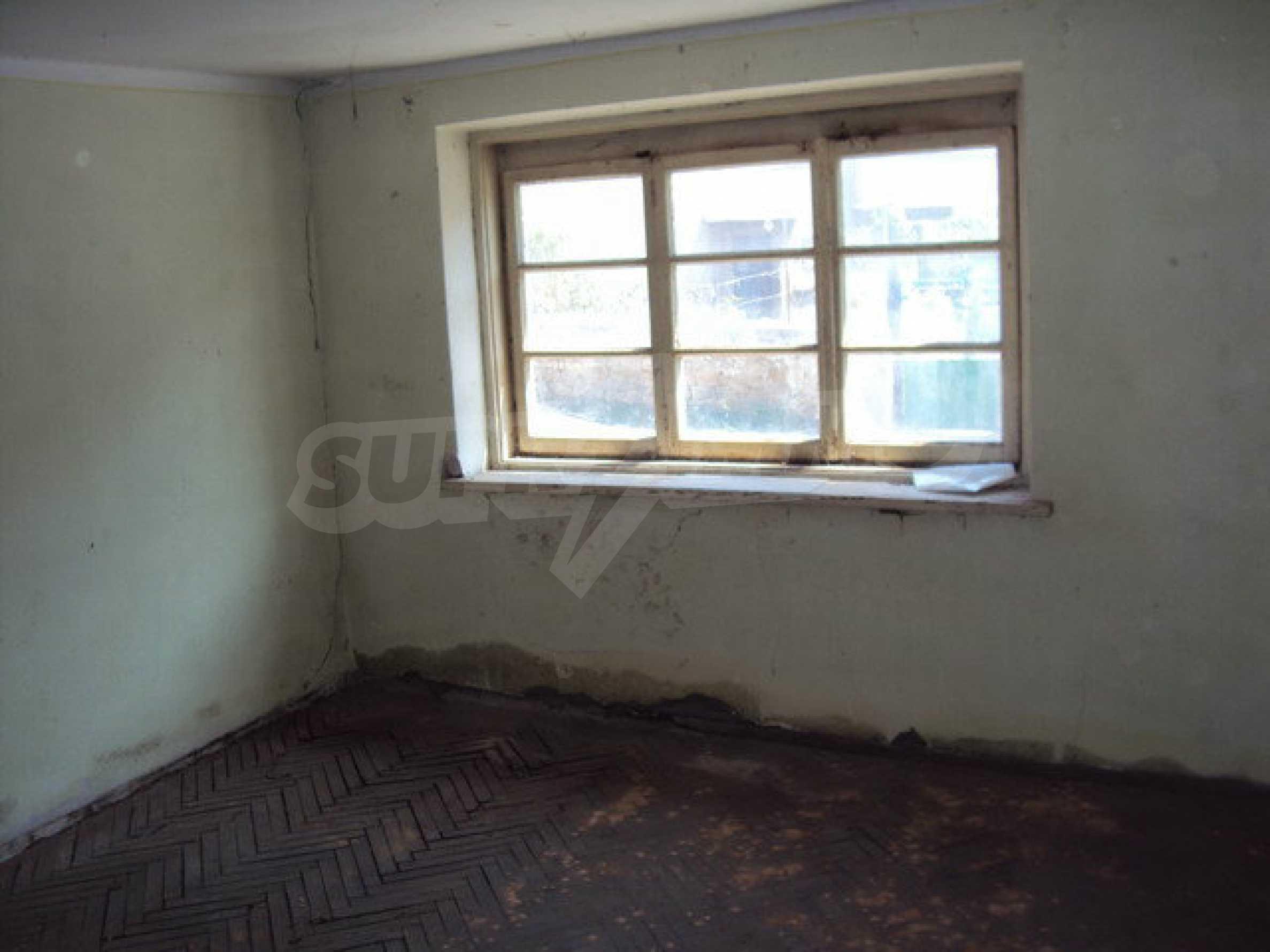 Spacious house with a yard, garage and additional building Dryanovo 25