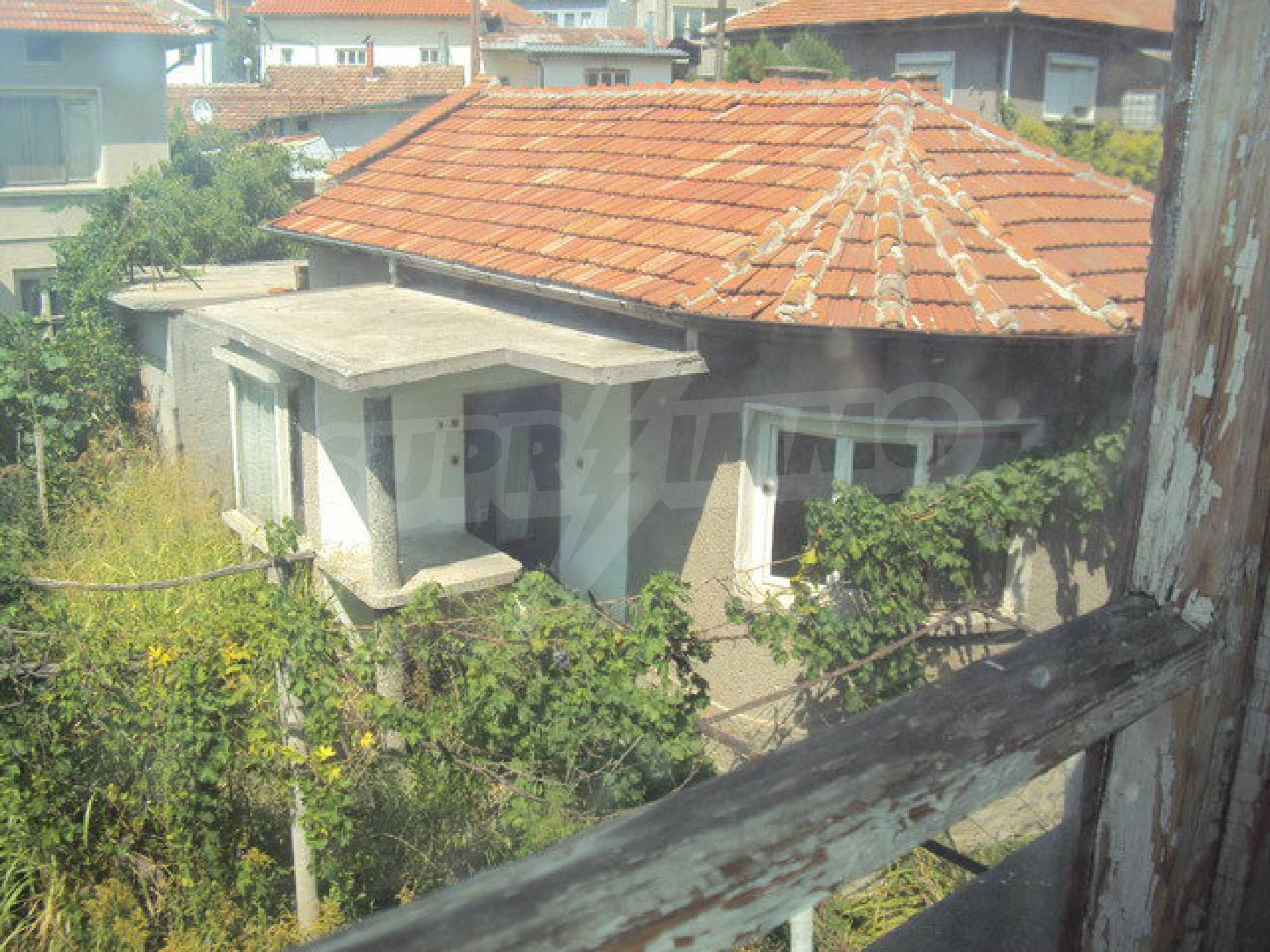 Spacious house with a yard, garage and additional building Dryanovo 32