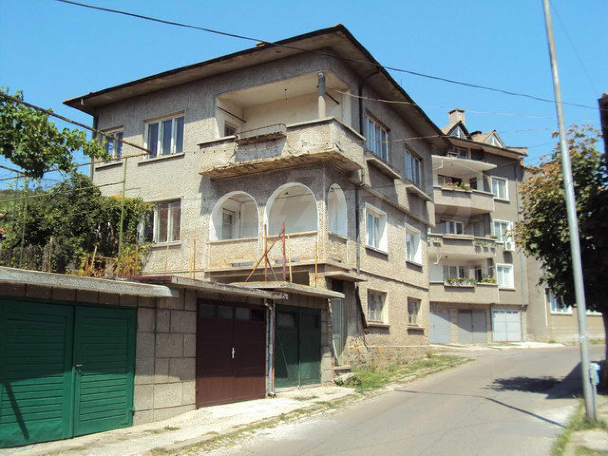 Spacious house with a yard, garage and additional building Dryanovo 34