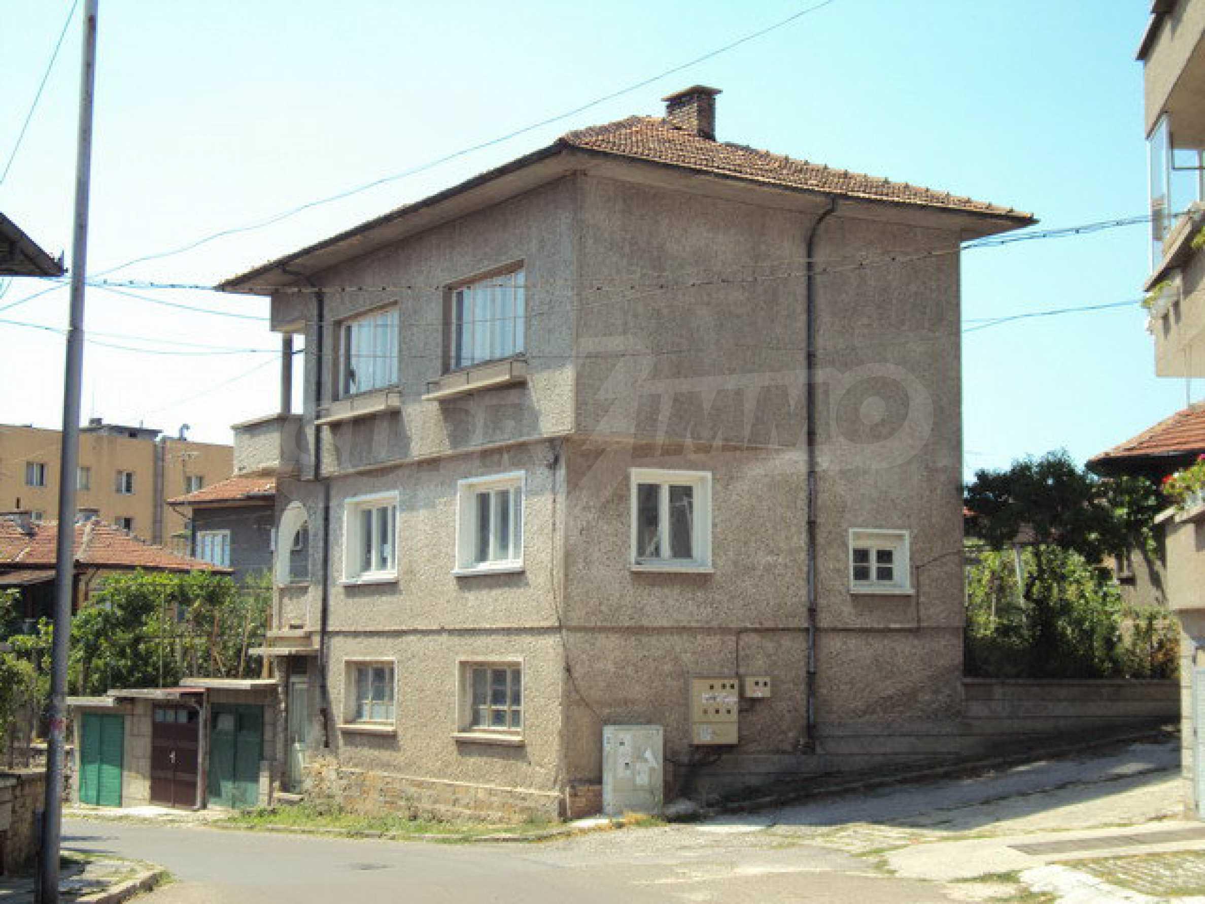Spacious house with a yard, garage and additional building Dryanovo 7