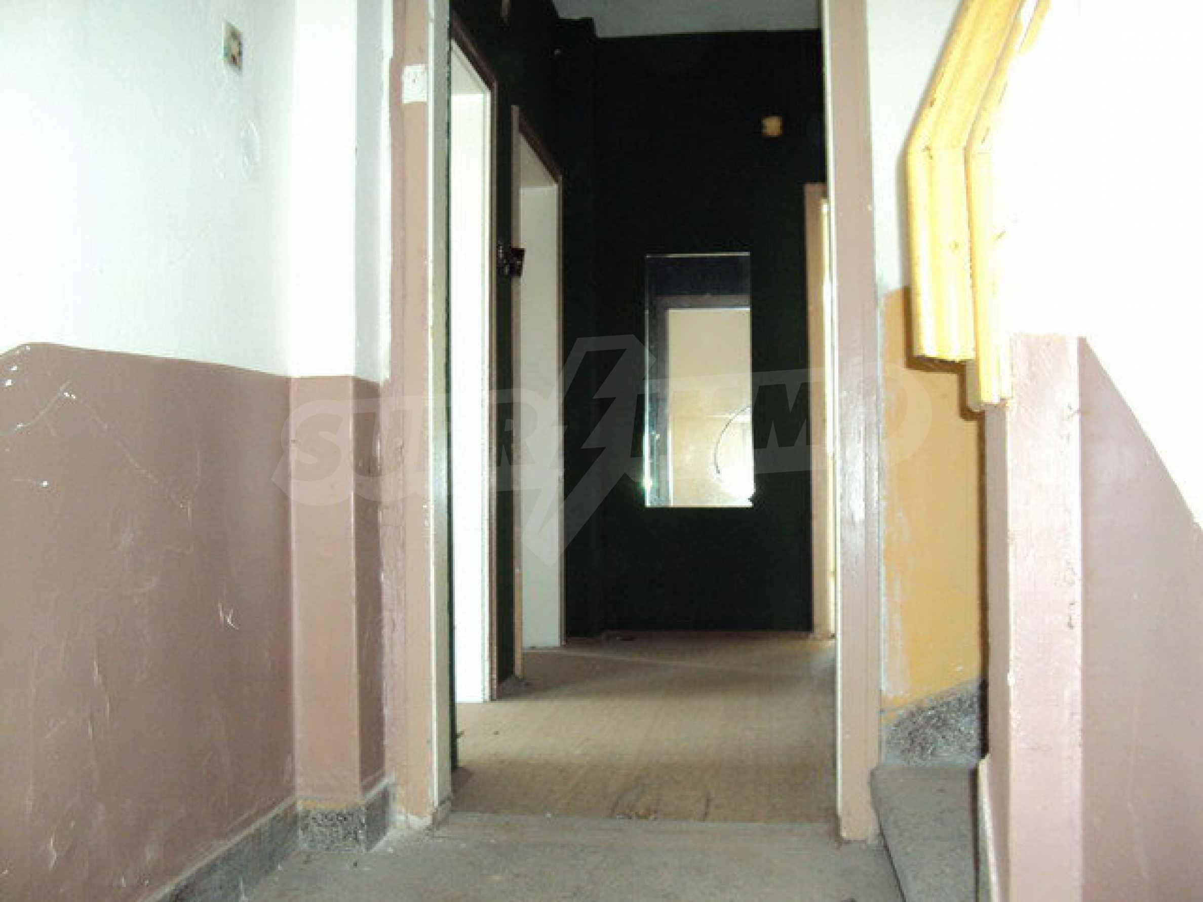 Spacious house with a yard, garage and additional building Dryanovo 8