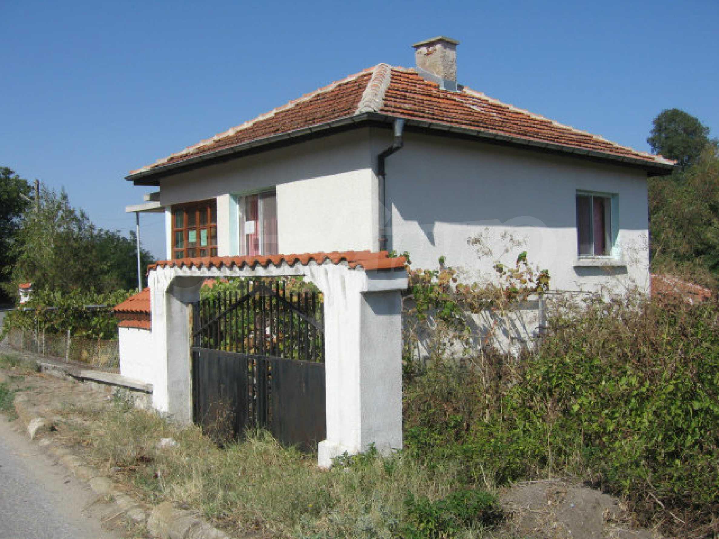 Renoviertes zweistöckiges Landhaus mit Garten in der Nähe von Elhovo