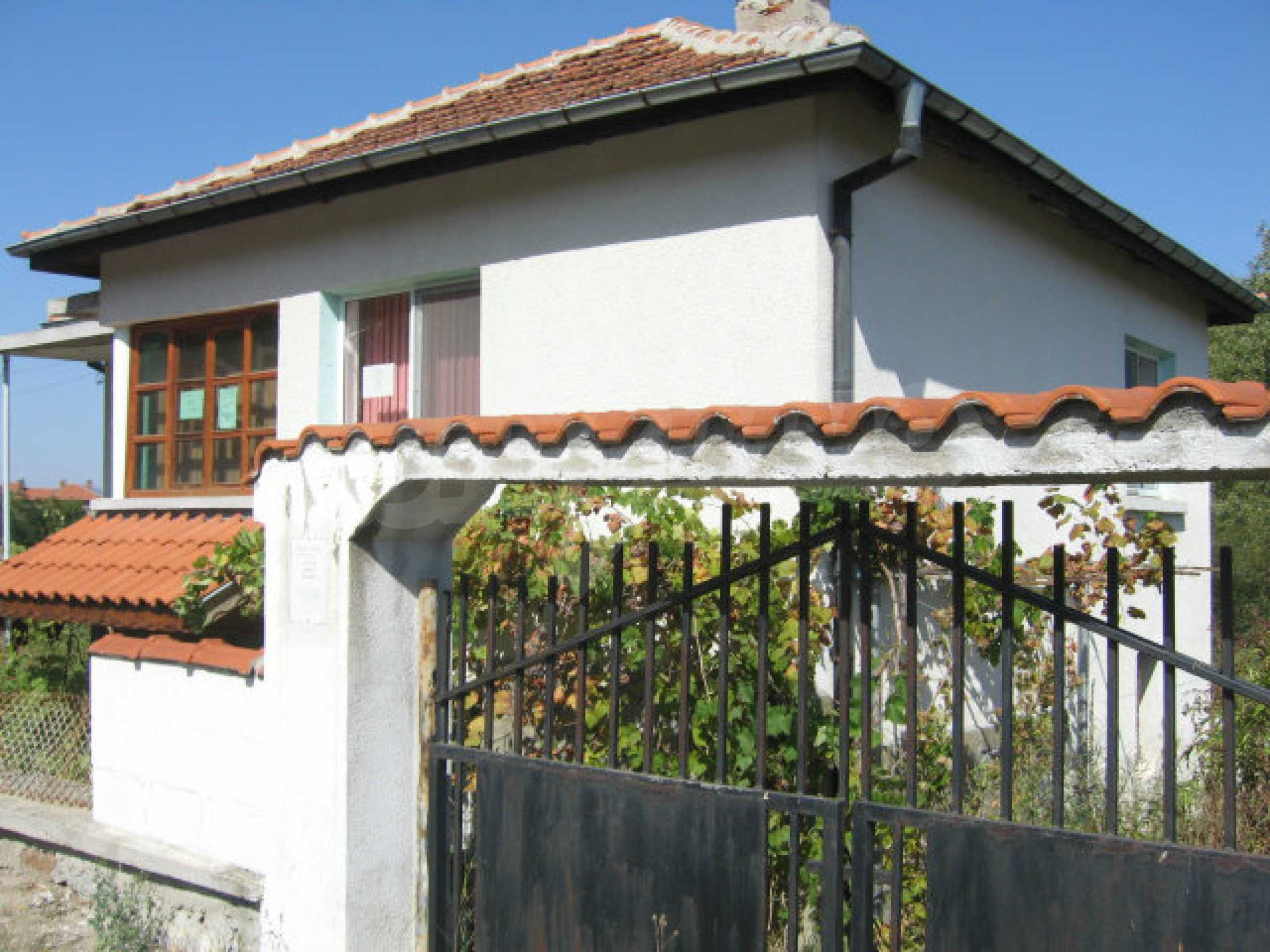 Renoviertes zweistöckiges Landhaus mit Garten in der Nähe von Elhovo 1