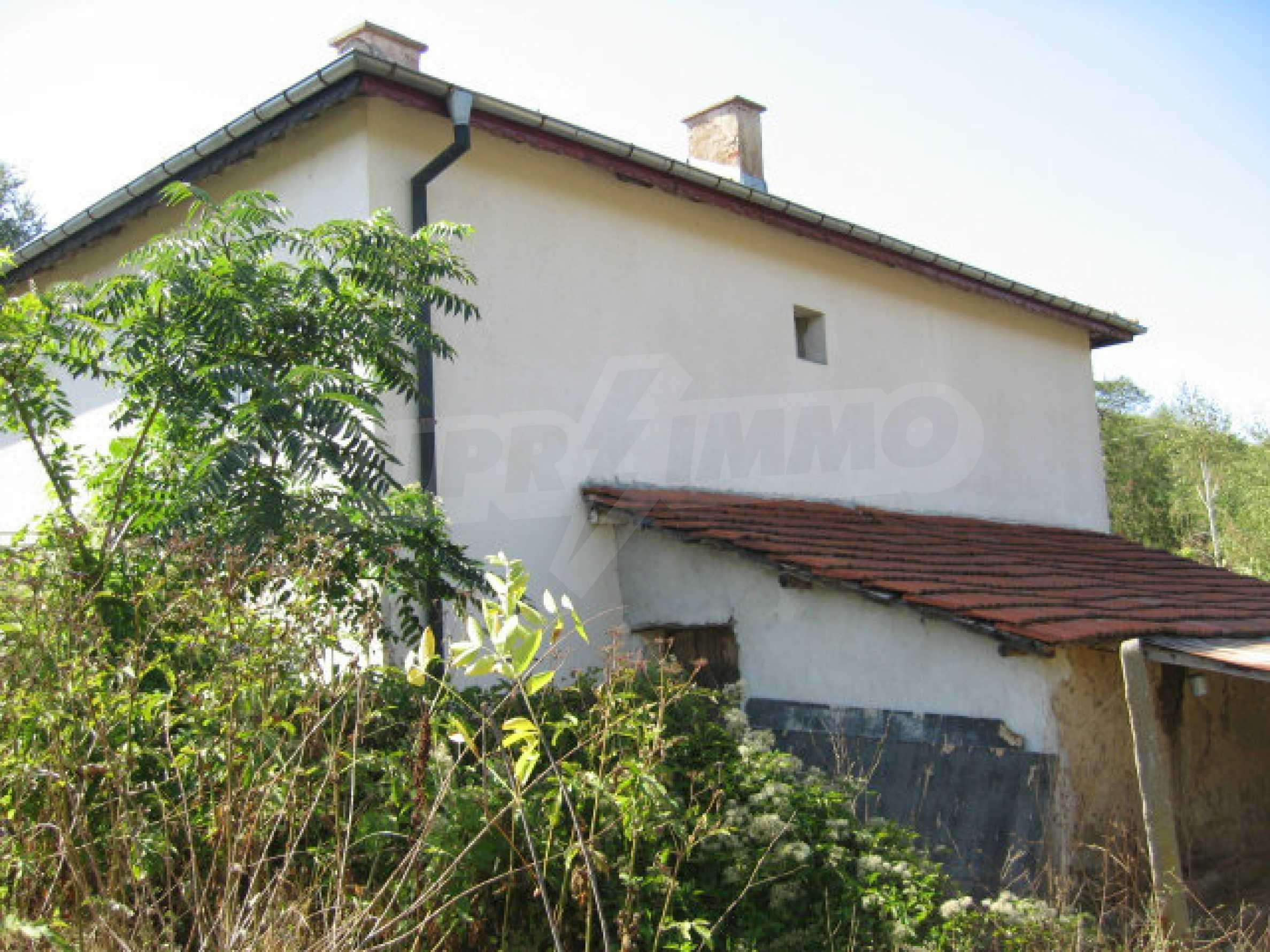 Renoviertes zweistöckiges Landhaus mit Garten in der Nähe von Elhovo 3