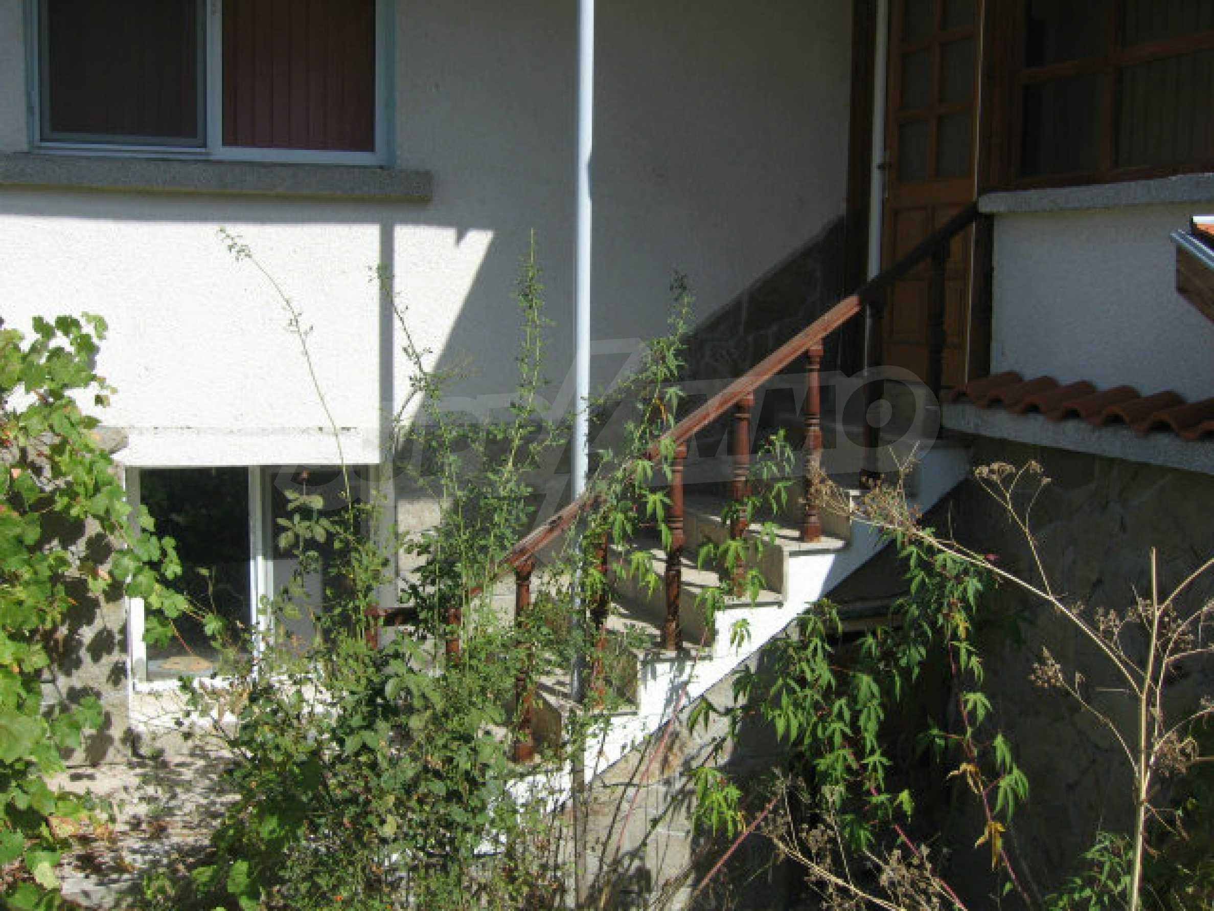 Renoviertes zweistöckiges Landhaus mit Garten in der Nähe von Elhovo 4